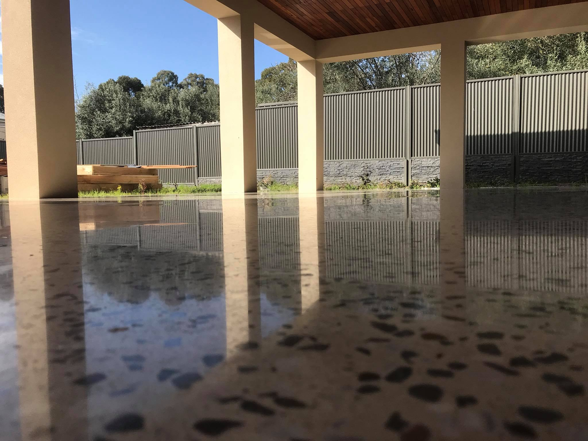 Full exposed concrete polished floor in alfresco