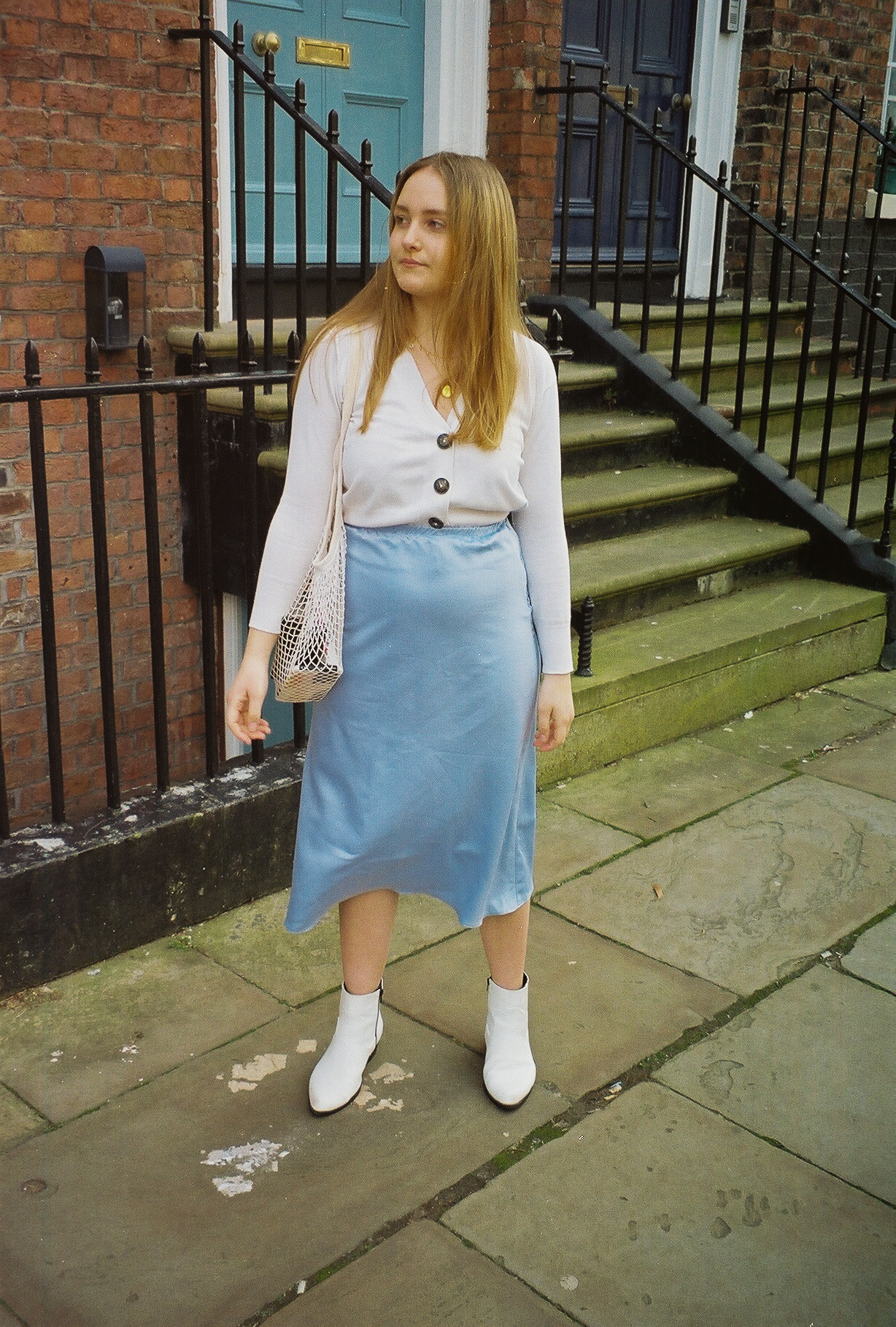 Some links used in this post are affiliate links which means I earn a small amount of commission if you purchase an item.  Top-  Zara   Skirt-  Melmantt   Shoes- Primark (similar  here  and  here )