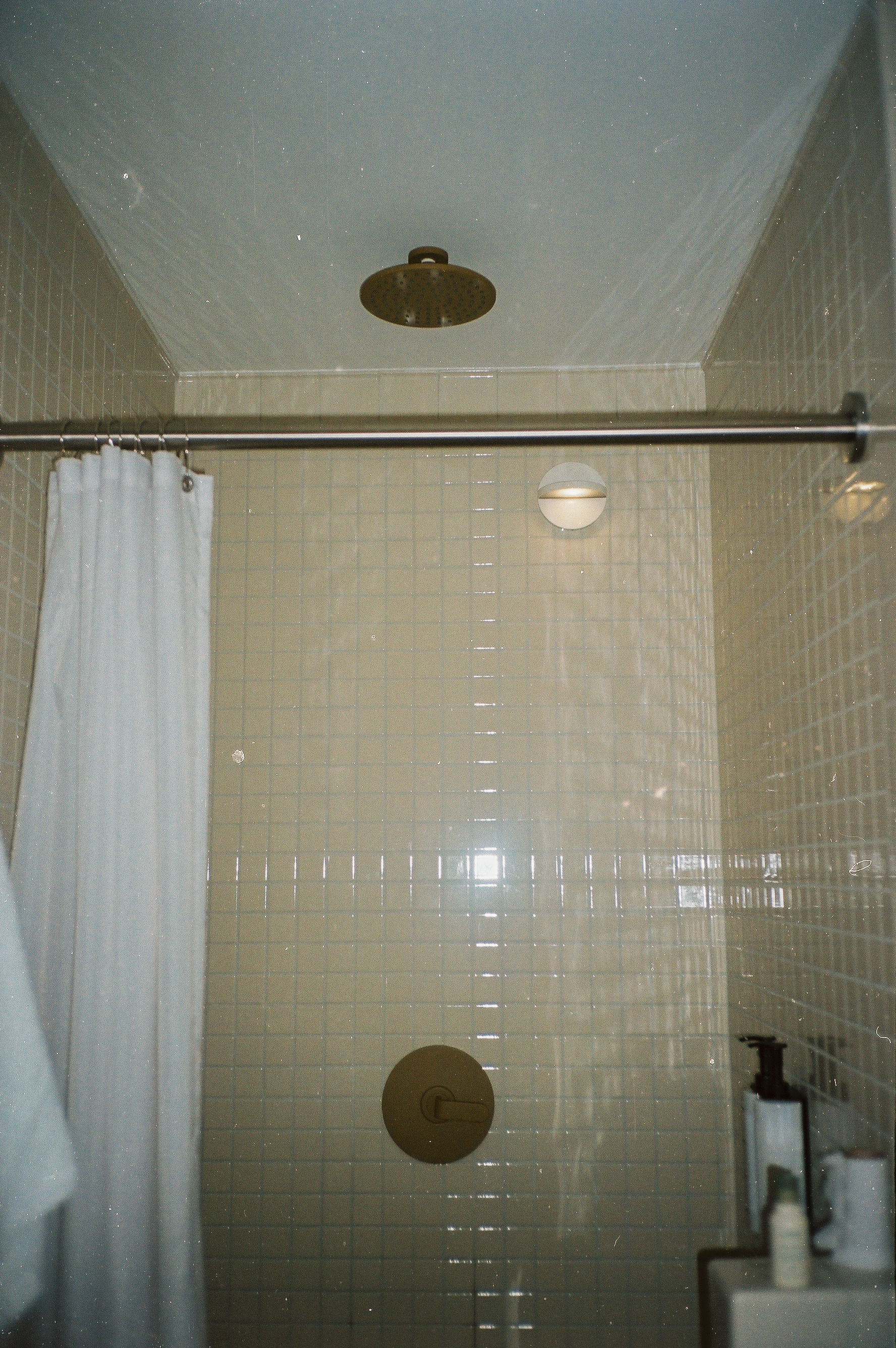Look at the gold shower head/tap <3