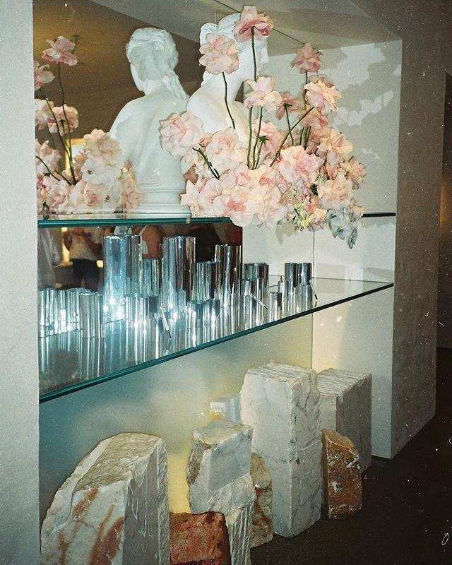 @glossier HQ providing all the interior inspiration 💕