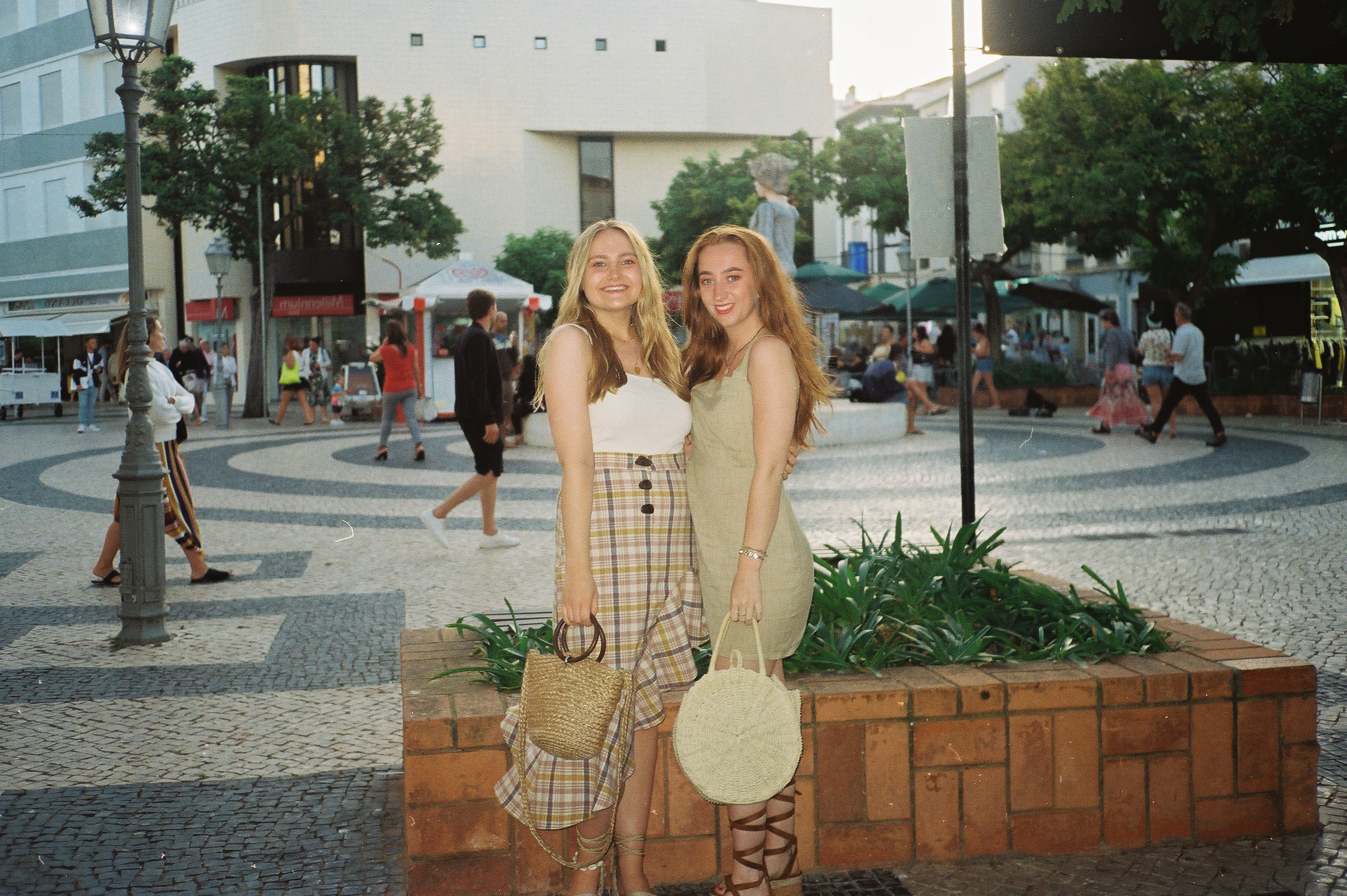 a-girls-trip-to-portugal-on-35mm-film24.jpg