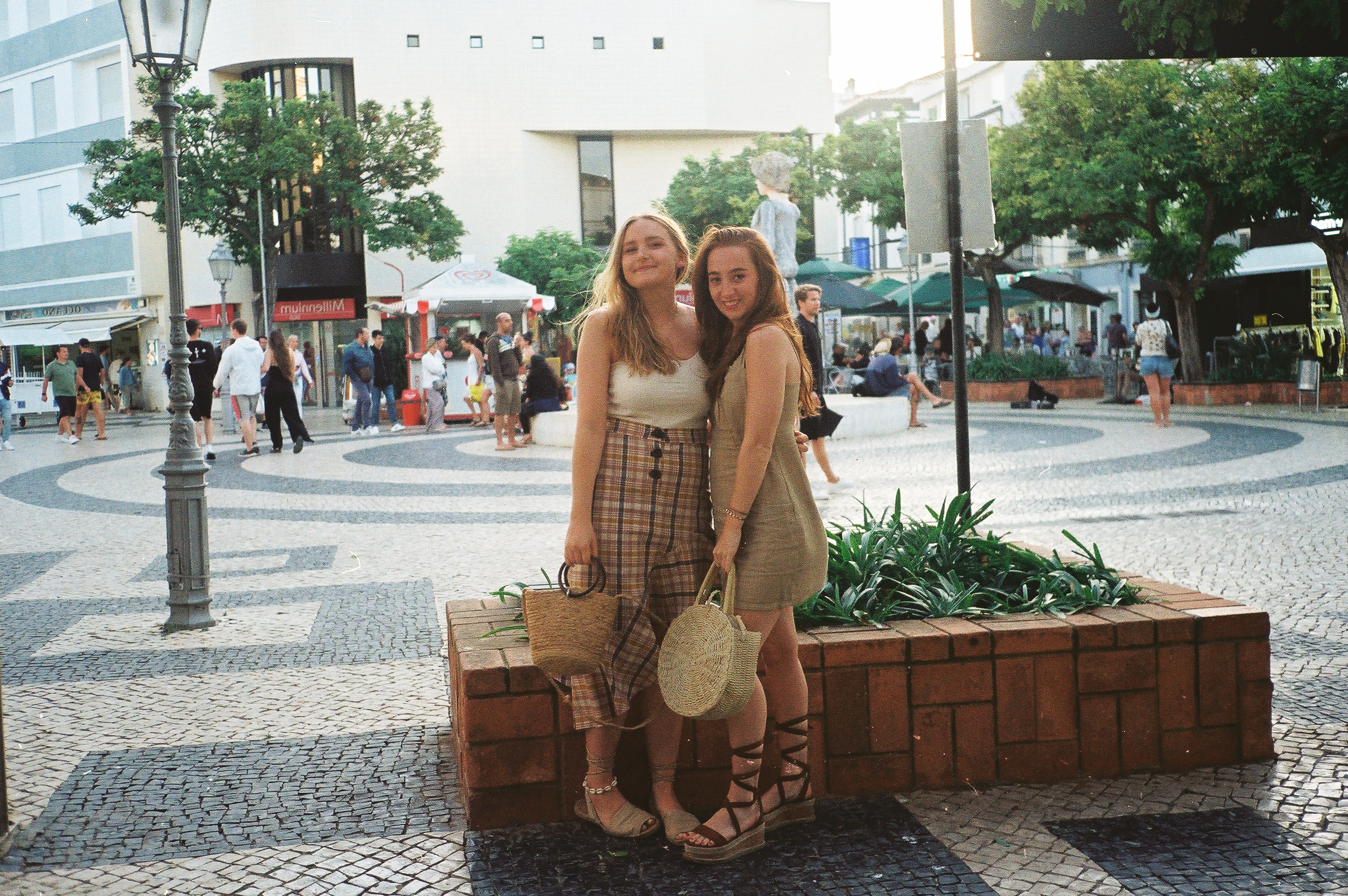a-girls-trip-to-portugal-on-35mm-film27.jpg