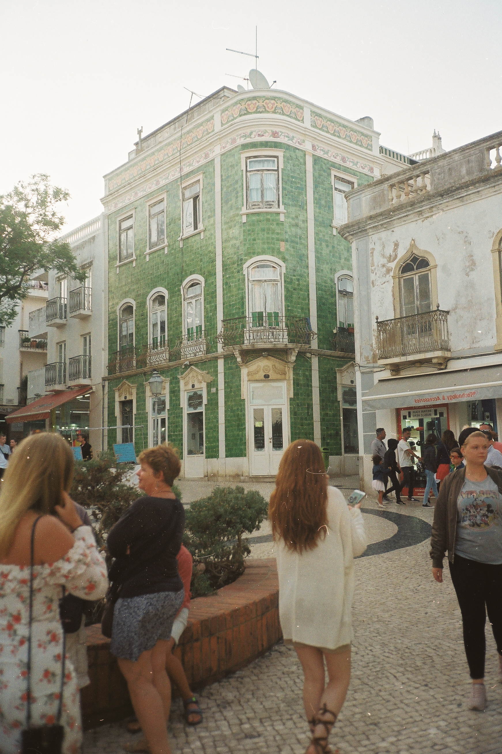 a-girls-trip-to-portugal-on-35mm-film32.jpg