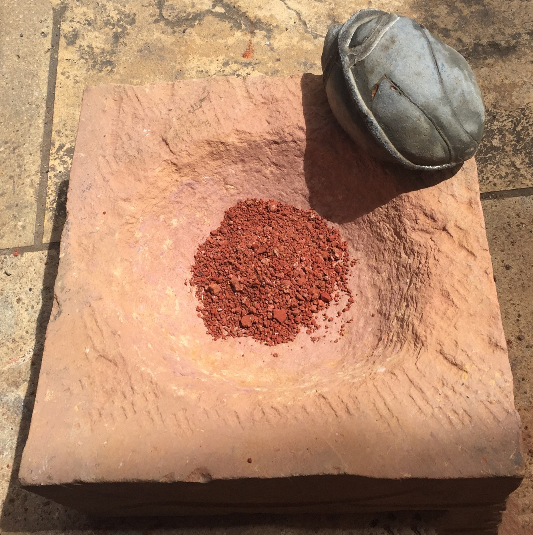 Stone mortar with bigger fossil to process bigger quantities