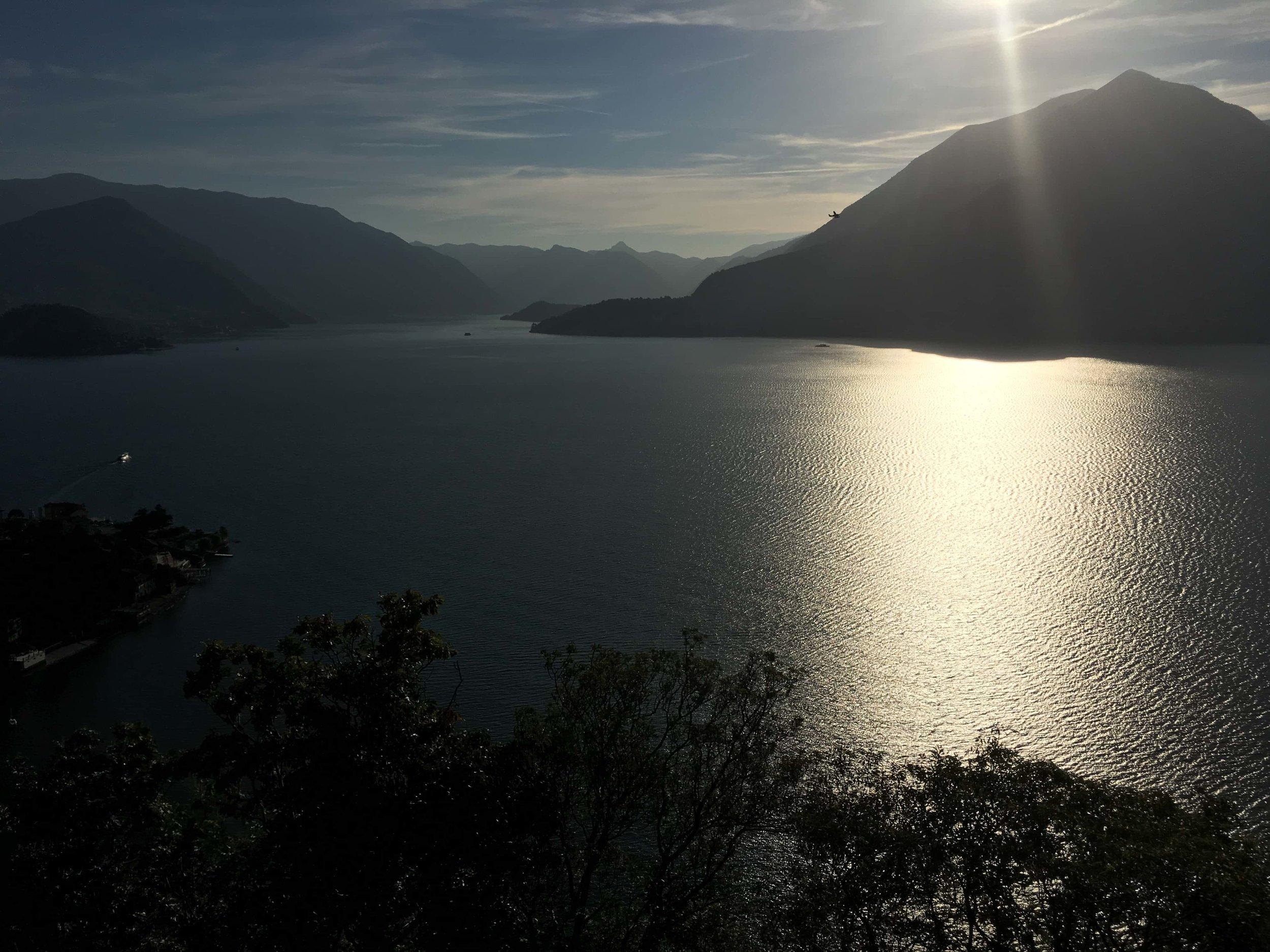 LR Hikingcomolake_viandante_varenna_sunset.jpg