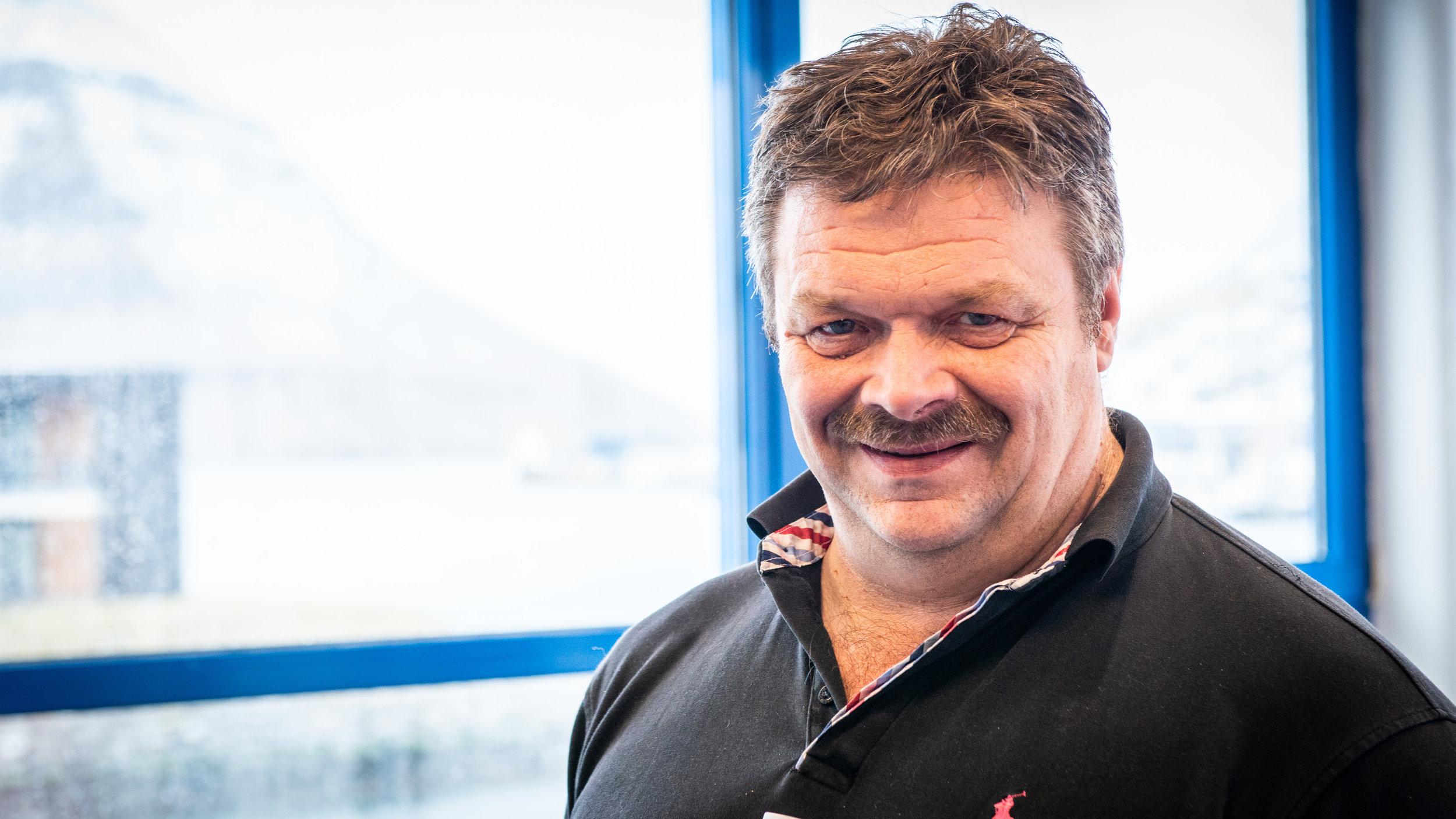 John Kári Jacobsen, elsti og stýrisformaður