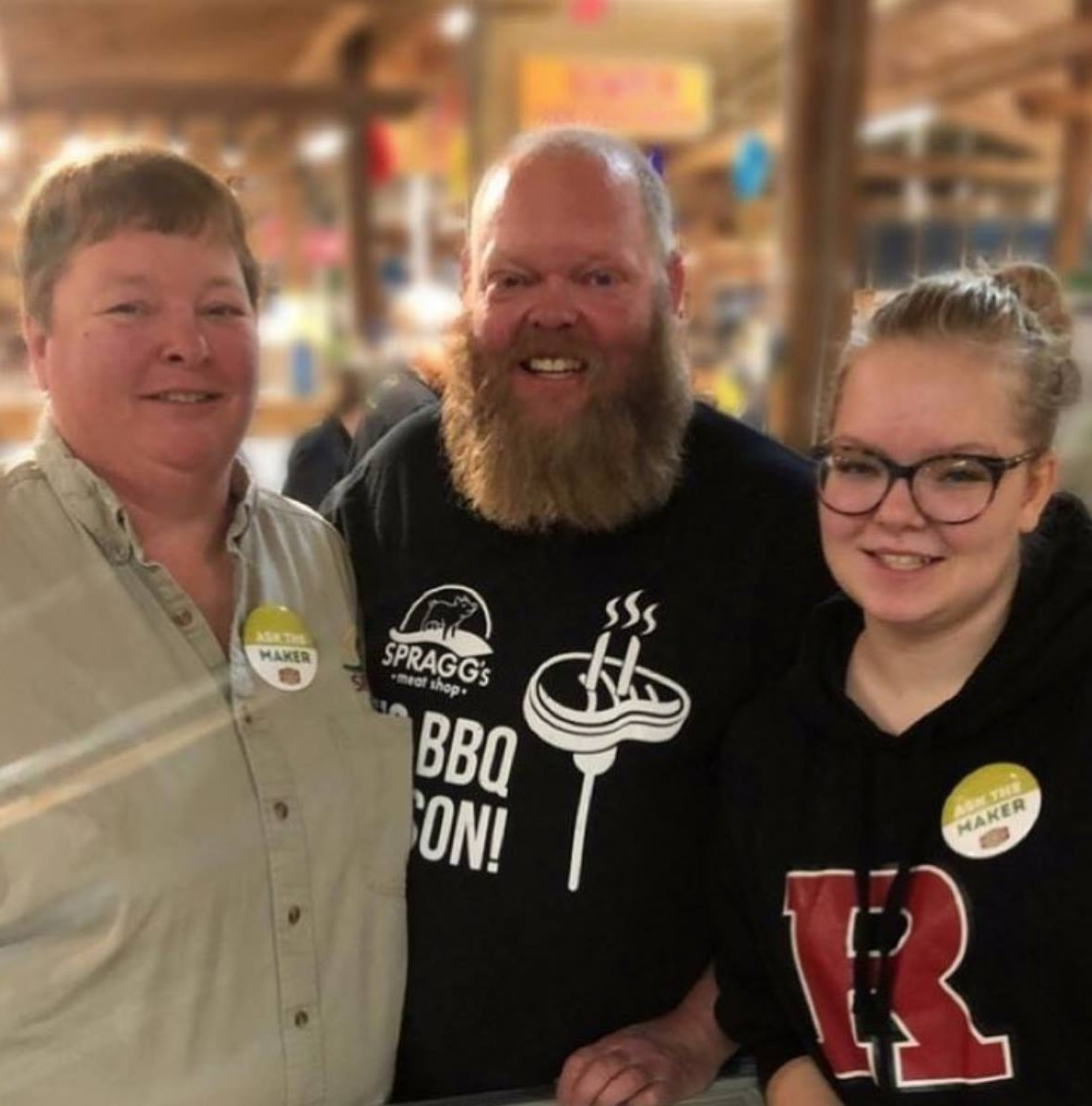 ABout us - Bonnie, Greg and Ruth Spragg work hard to produce the best pork for Albertans, from the moment the pigs are born, to the day the pork chops are cut, bacon is smoked, and the roast is marinated. From farm to table, our focus is on quality and taste.