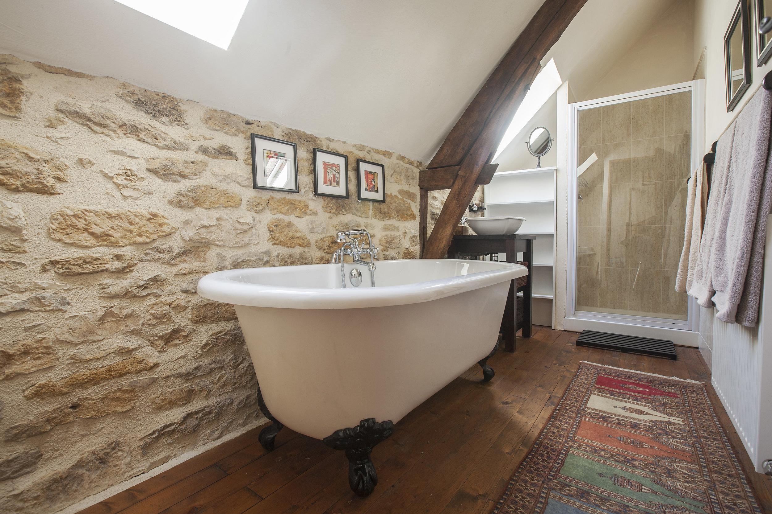 Rouge - Bathroom.jpg