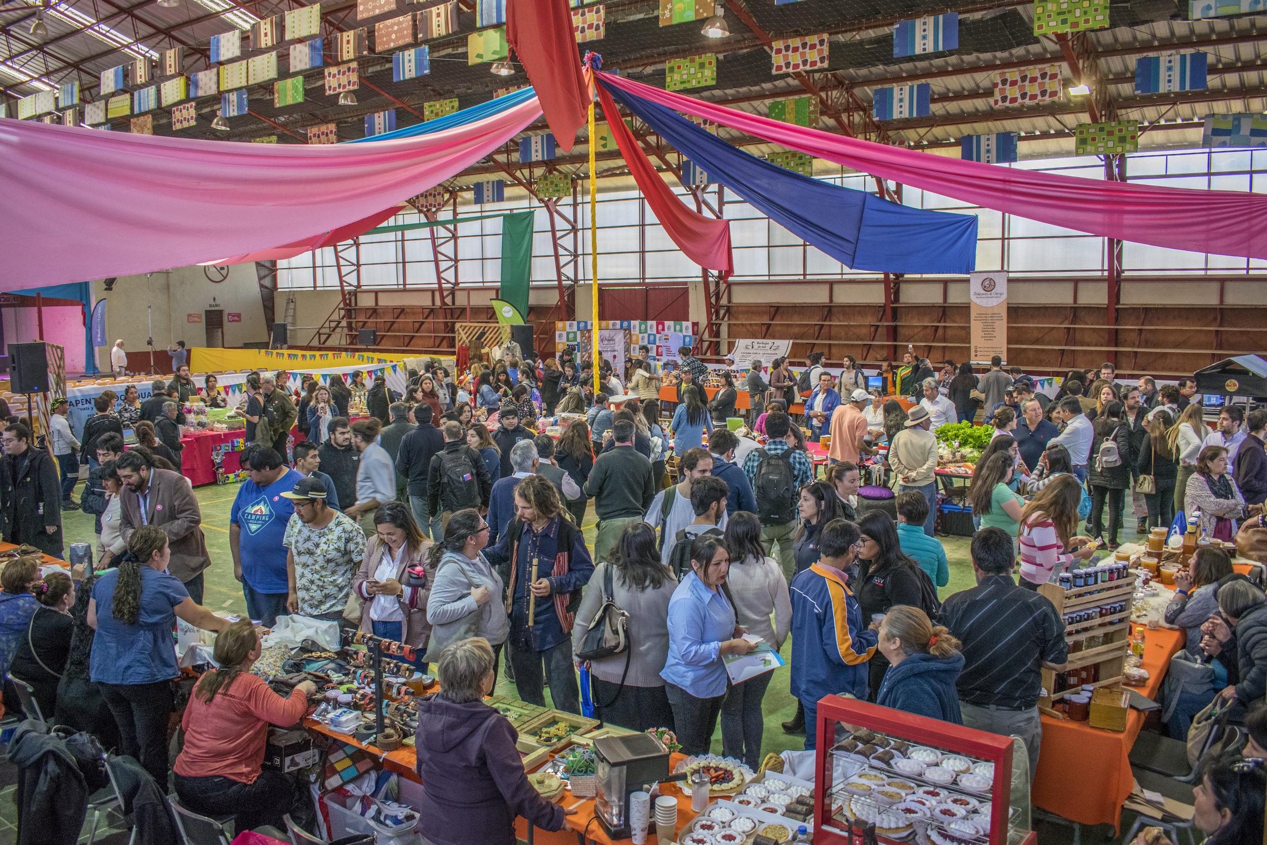 Más de 600 personas asistieron a la Fiesta de Emprendimiento Local.