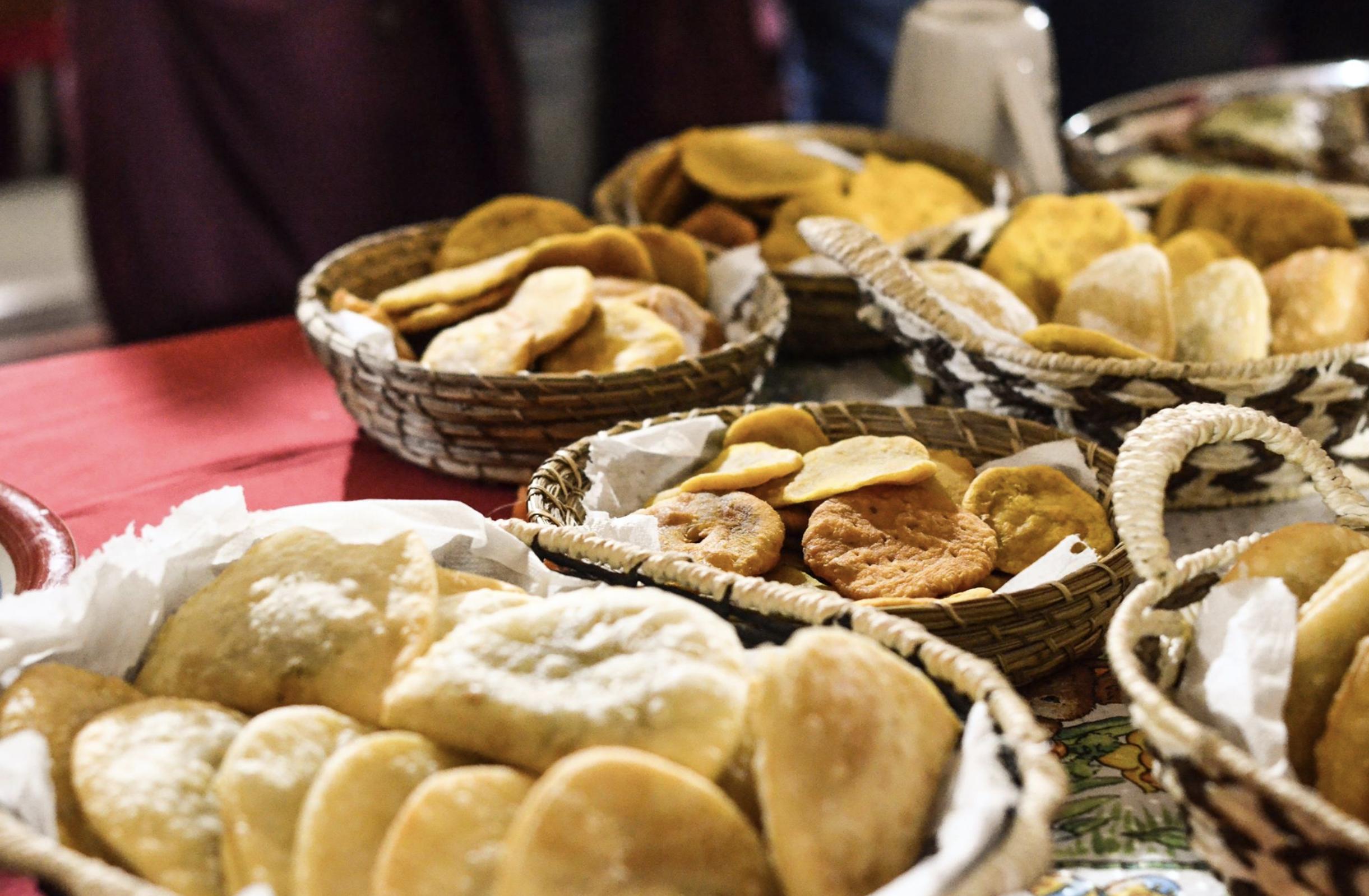 Podrás disfrutar de unos buenos desayunos, almuerzos y comidas durante toda la duración del programa, hechos por productores locales.