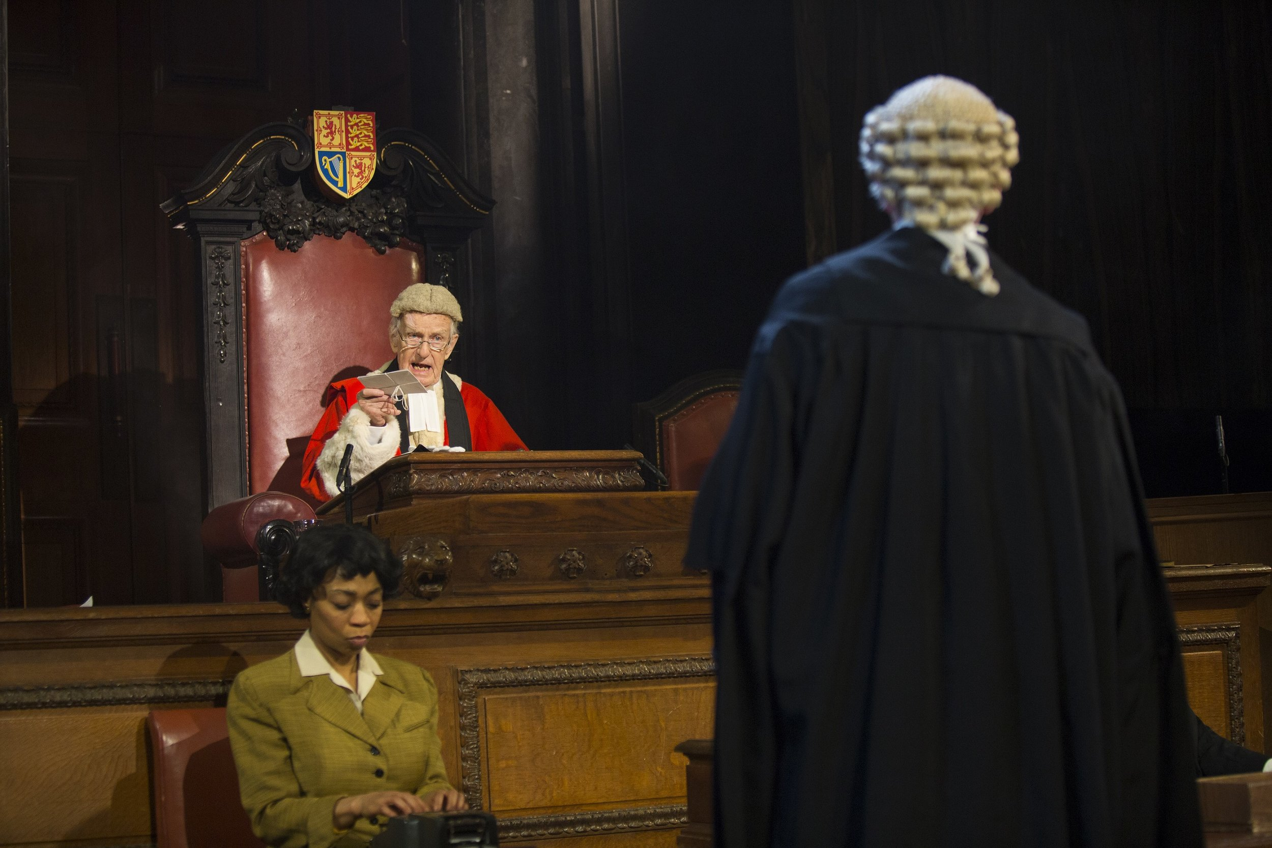 12-Current-cast-in-Witness-for-the-Prosecution-at-London-County-Hall-Credit-Ellie-Kurttz.jpg