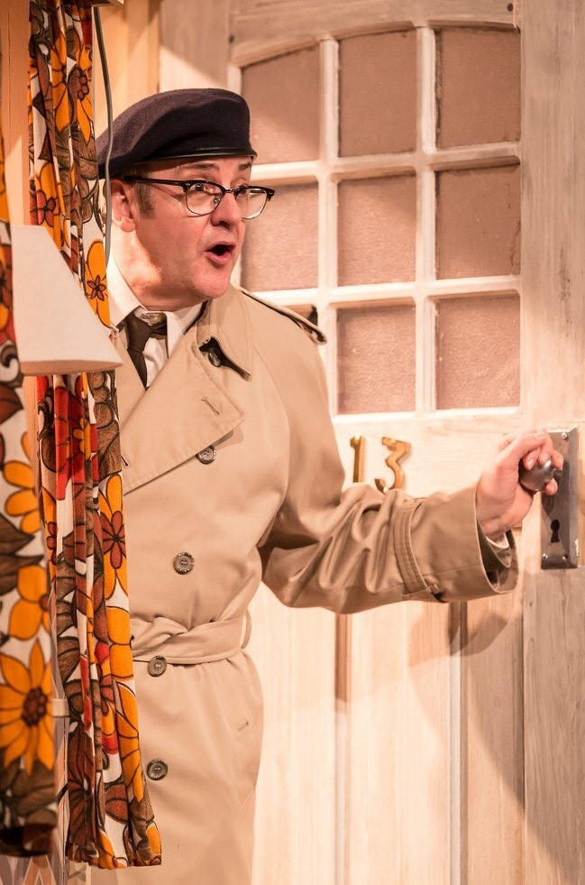 Joe Pasquale starring as Frank in Guy Unsworth's 2018 touring production. Image credit: Scott Rylander.