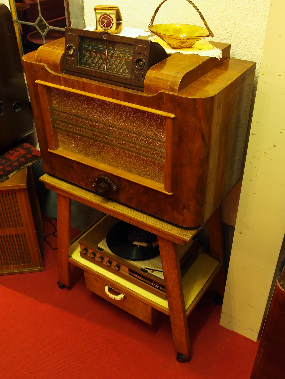 Photo Courtesy of Wikimedia.com/Old Radio Photo