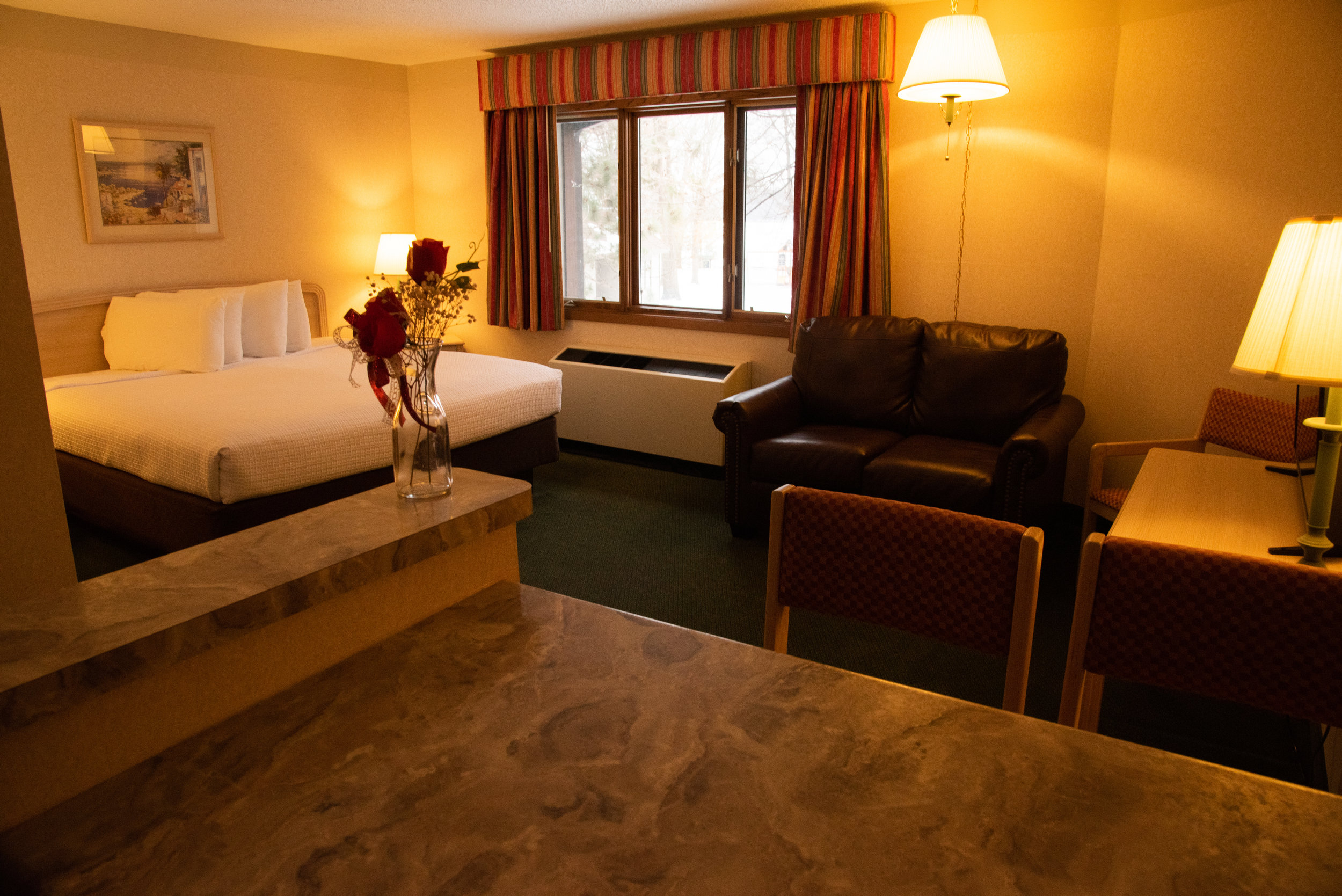 King Suites - Spacious king rooms perfect for couples or business