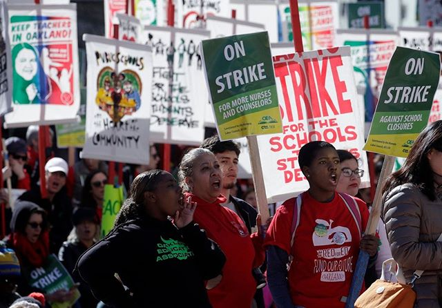 #Teachers, #students and their #supporters #rally at #FrankOgawaPlaza in Oakland, Calif.  https://zurl.co/3z9e  #GirlsWhoCan #GWC #GirlsRock
