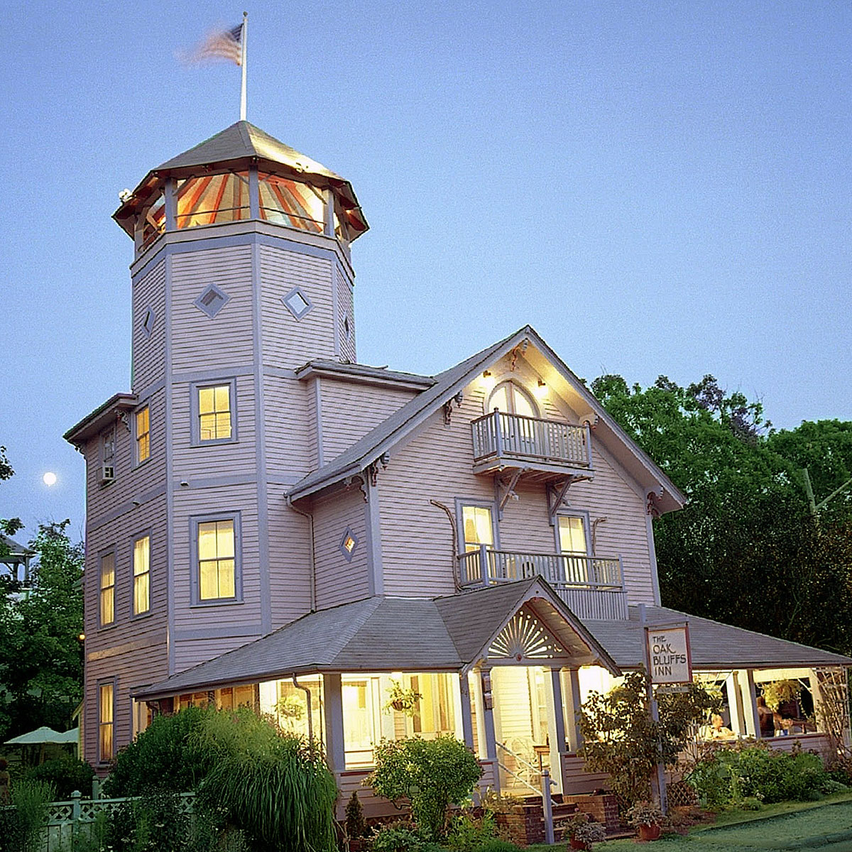 Oak Bluffs Inn - The Oak Bluffs Inn is your home away from home.