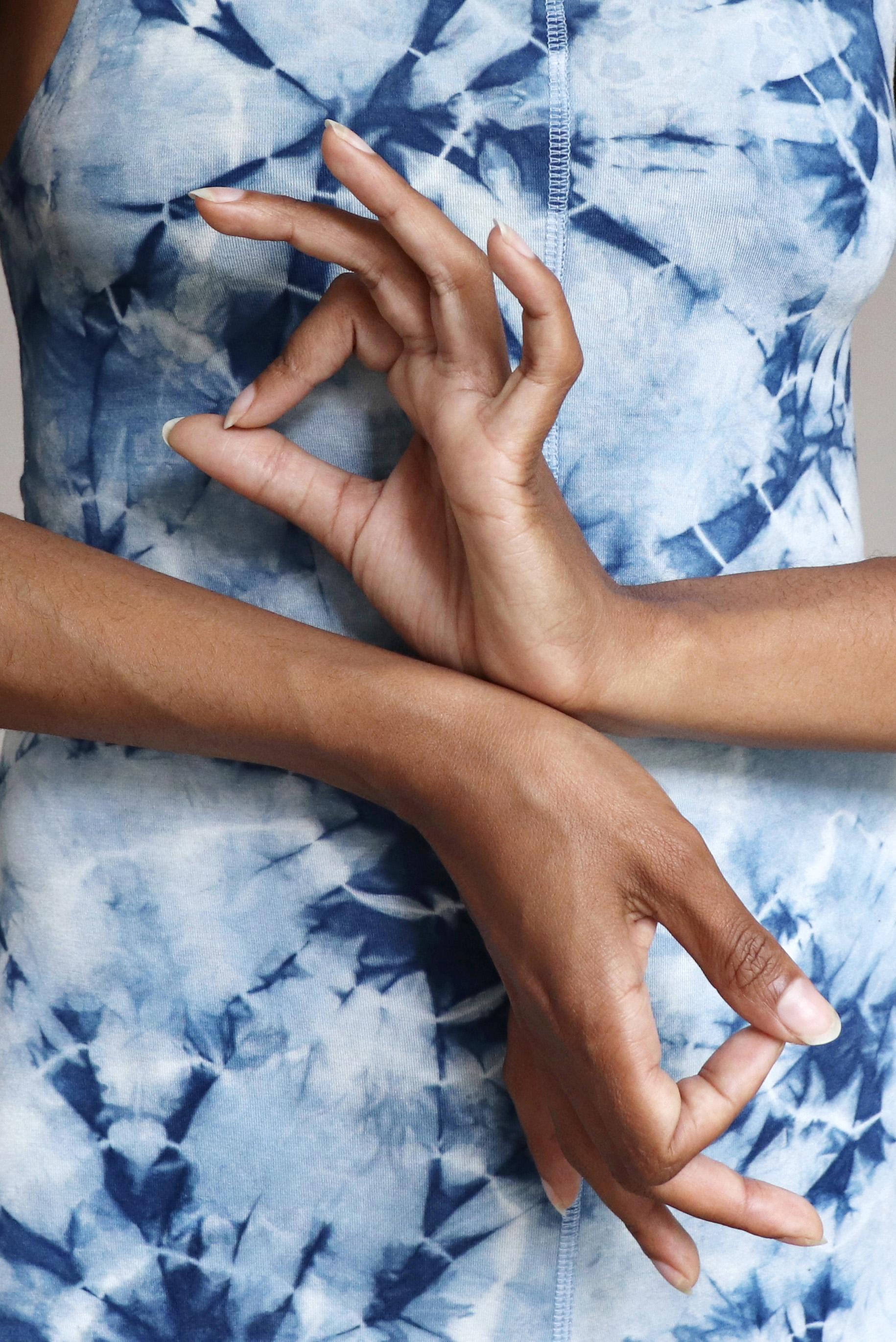 """- """"Afrika ist die Wiege der Menschheit und ebenfalls der Ursprung vieler Kulturen, der Naturwissenschaft und spiritueller Prinzipien. Somit war es für mich wenig überraschend eine Verbindung vom indischen Yoga nach Afrika zu entdecken."""""""