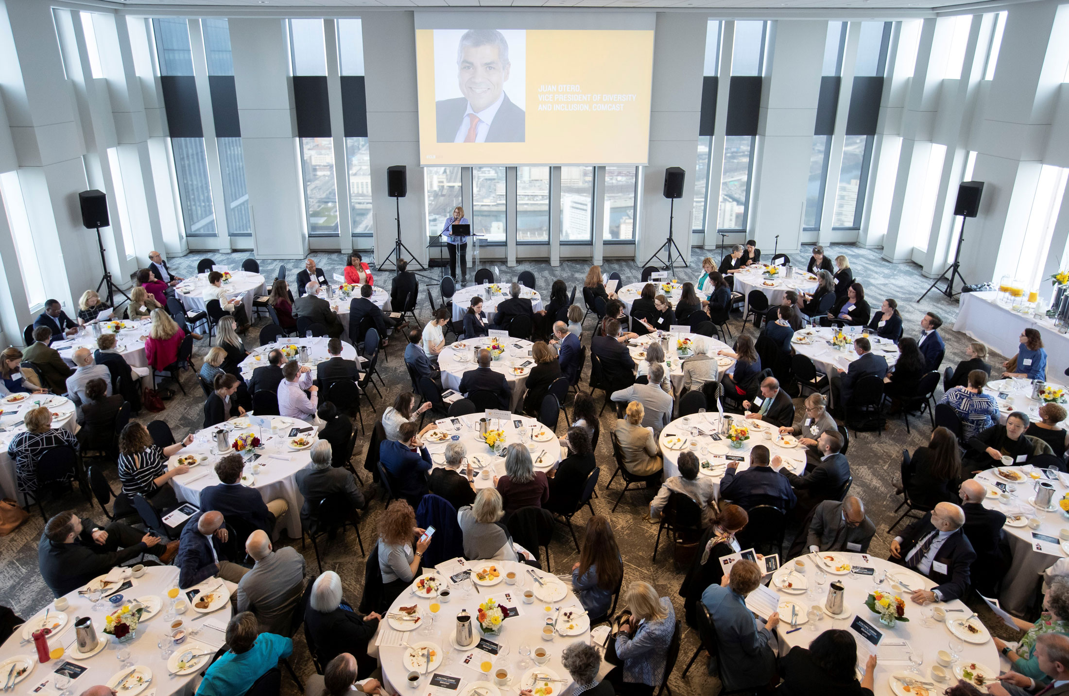 Corporate - VUE on 50 can accommodate groups of all sizes for events of all types including:Meetings and TrainingsBreakfast FunctionsConferencesPresentationsHoliday PartiesCelebrationsCompany OutingsTeam Building Eventsand more...