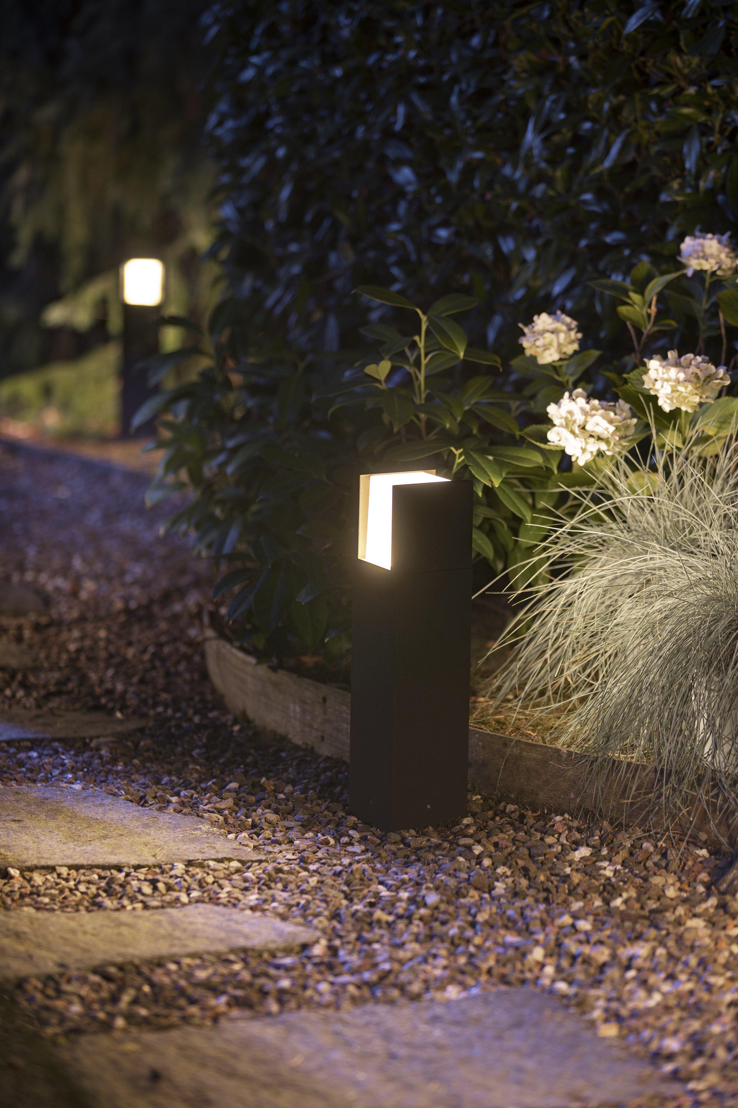 HUE-outdoor-Fuzo-pedestal.jpg