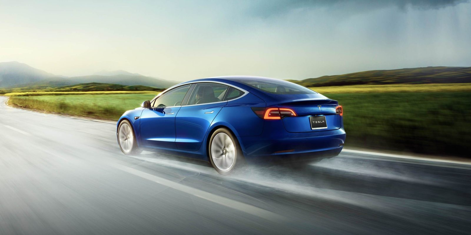 Tesla-Model-3-hero-e1540462426728.jpg