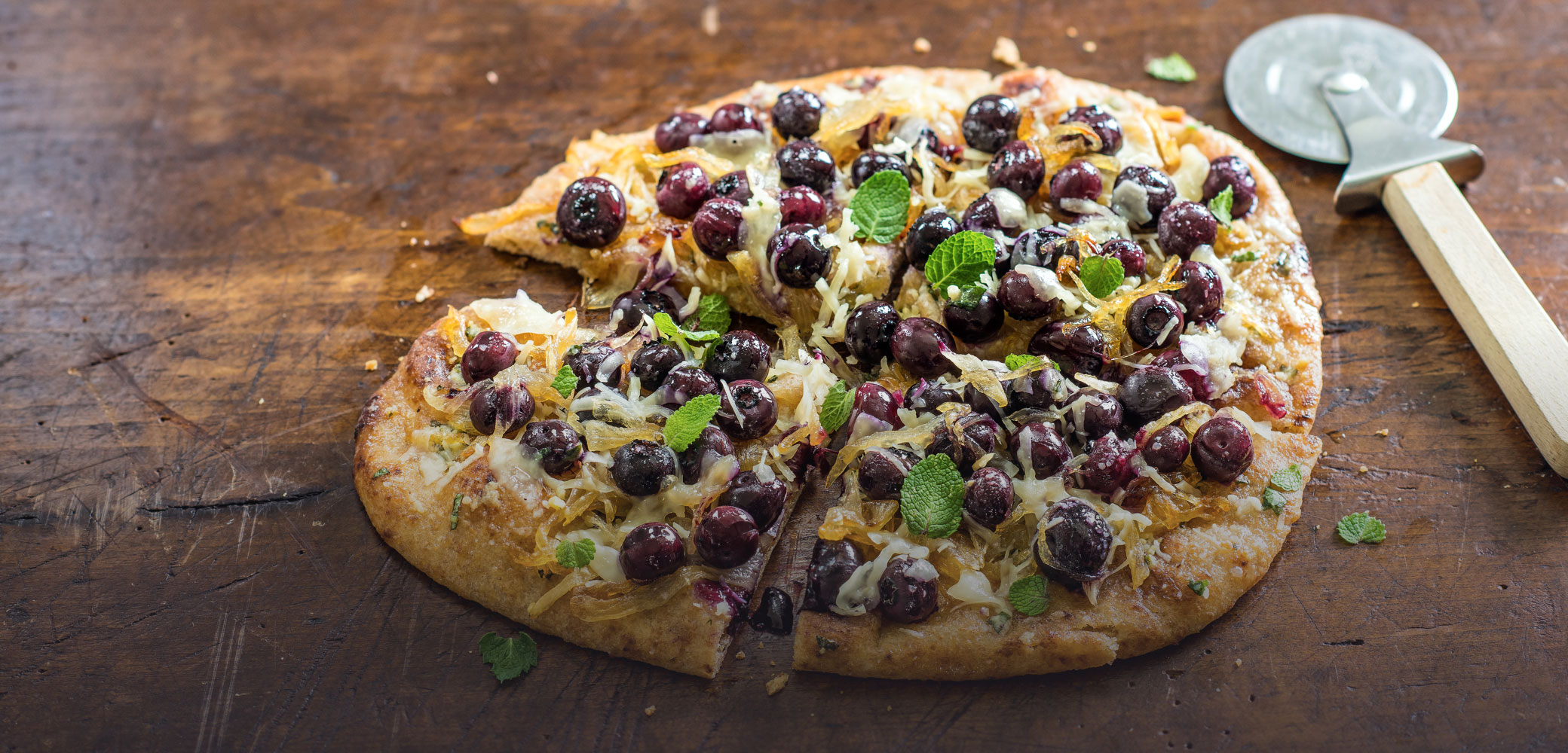 recipes_blueberry-pizza-sliced.jpg