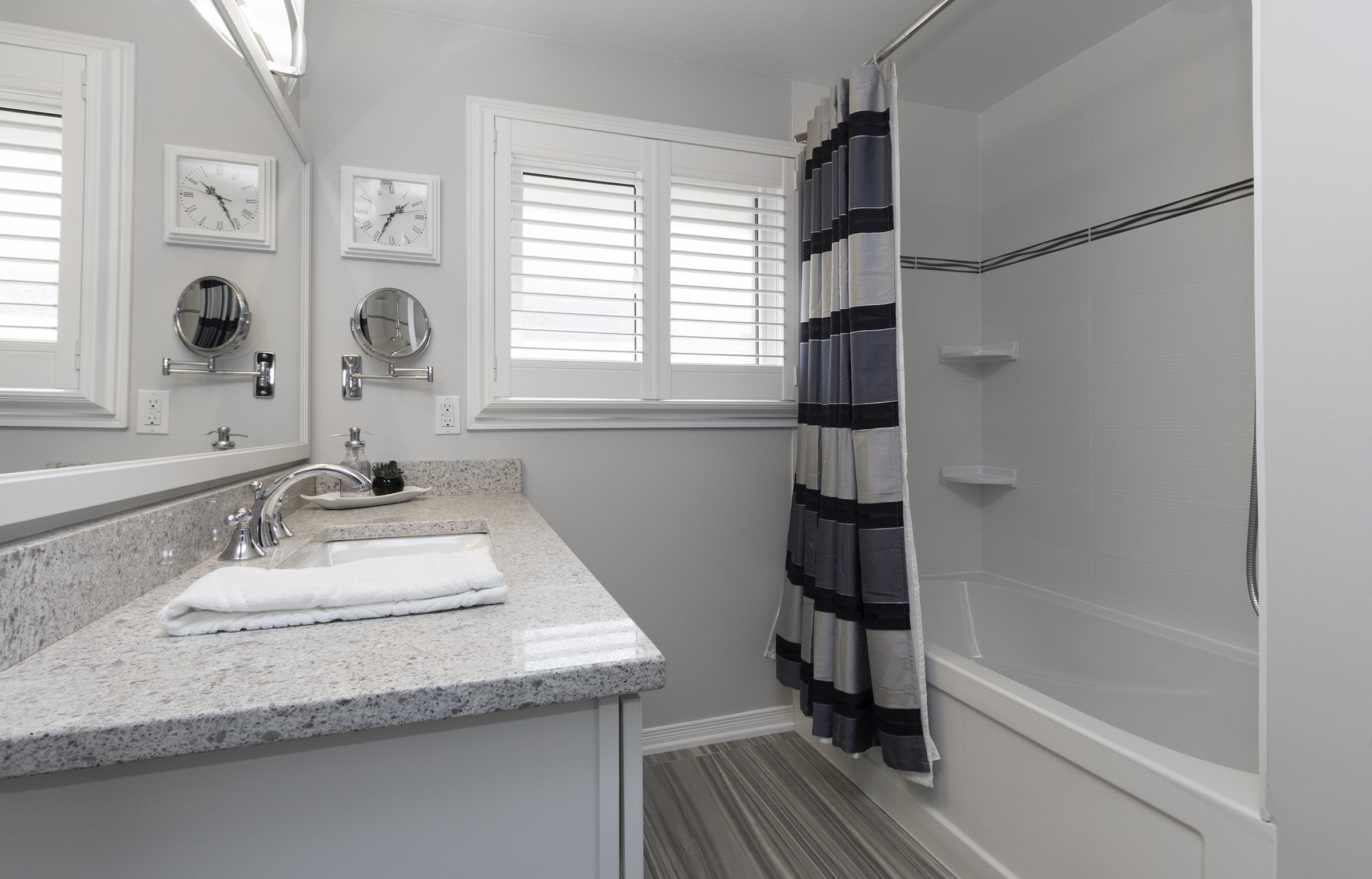 881 Carnaby bathroom 10.jpg