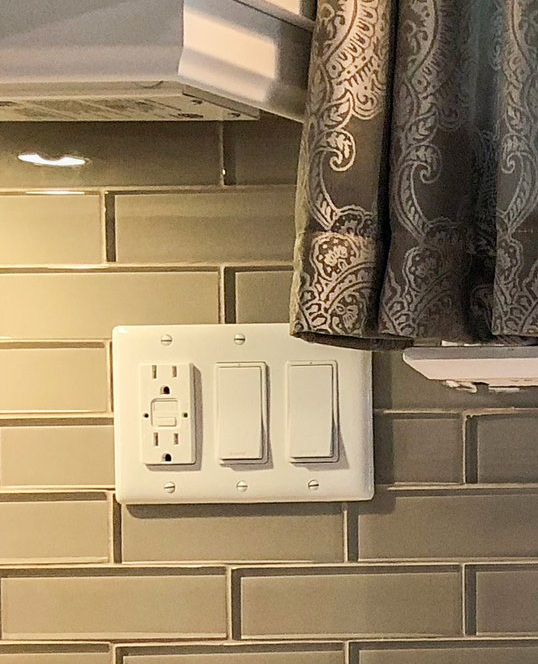 White decora receptacle and switches. These are not rated for alumnium wiring.