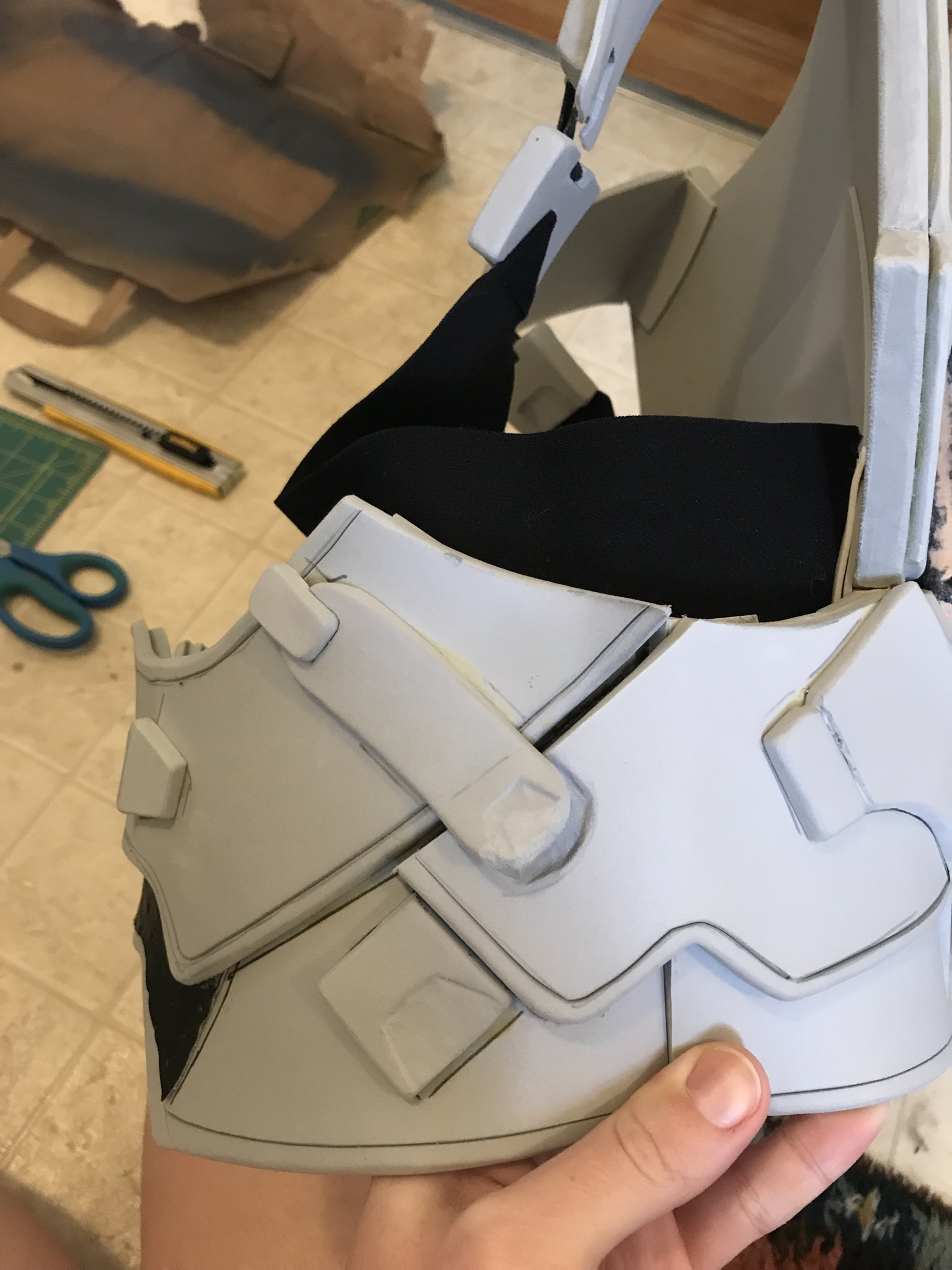 This is the side that comes apart so that I can put the armor on. Closes with velcro on the strap and foam, as well as a snap.
