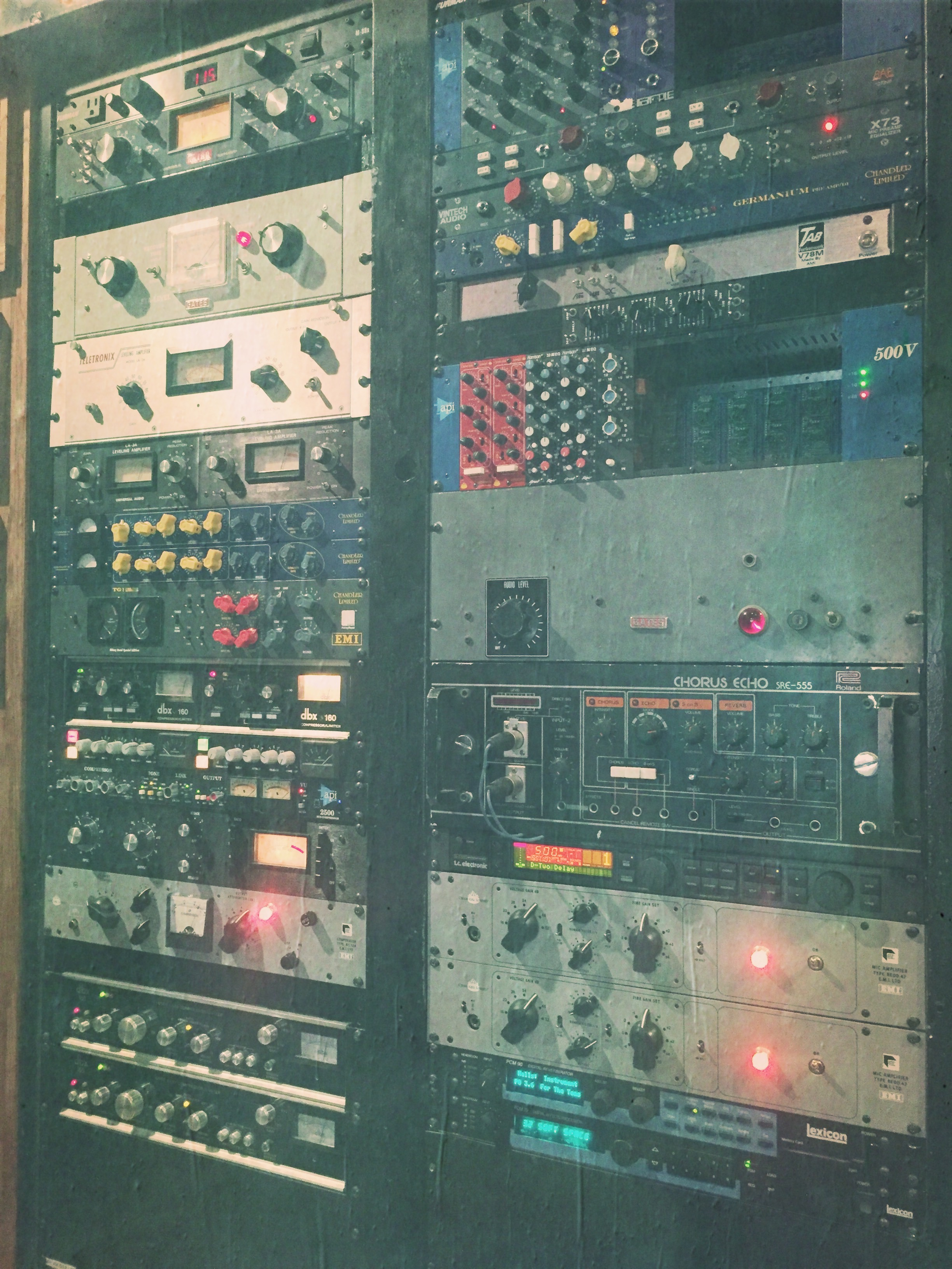 Use your gear with confidence - Learn to use those eq's and compressors you have at home to impress your clients. Be confident in your drum sounds and generate more business.