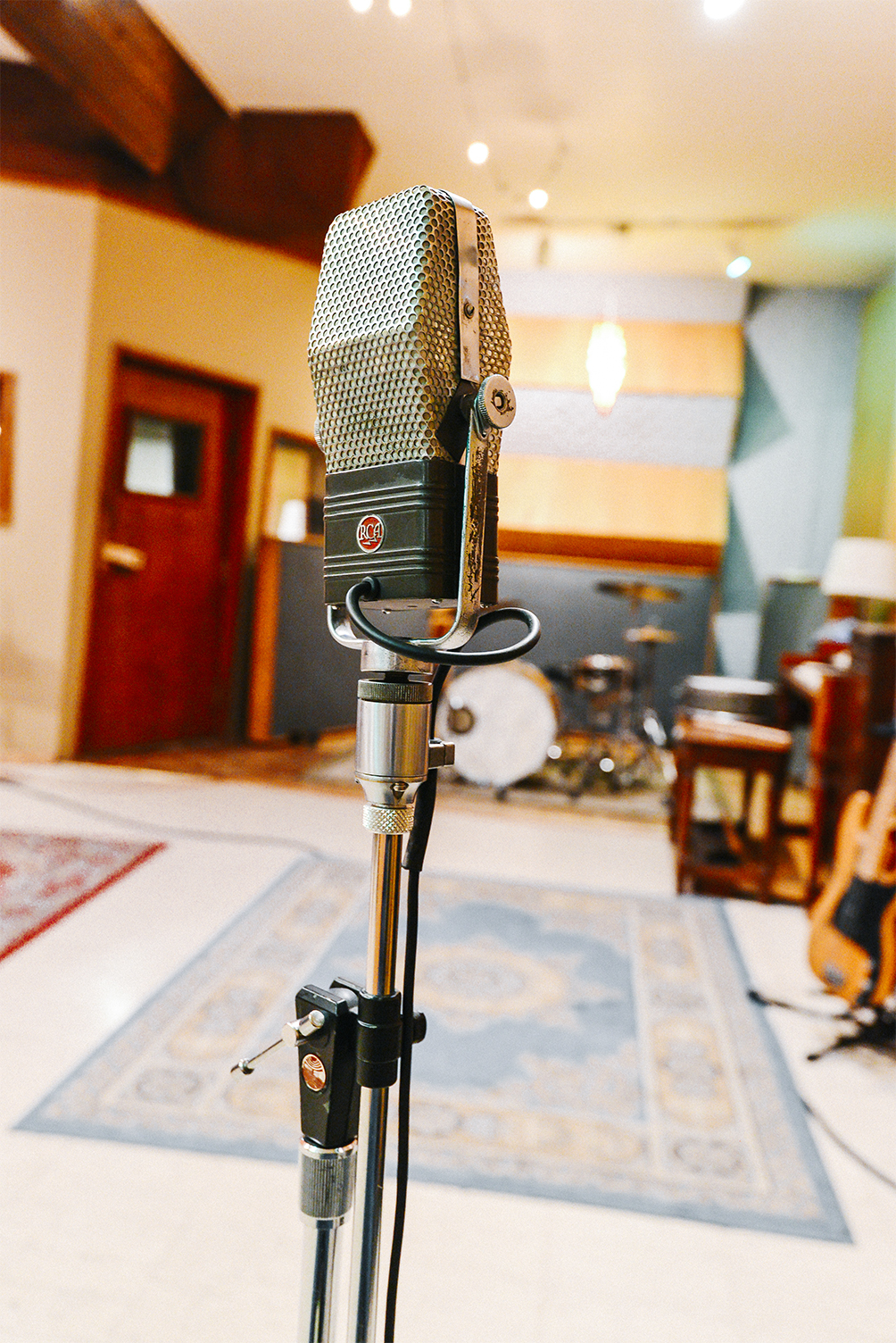 Vocal Expert - Try new things with vocal mics, outboard fx, guitar pedals, reverbs, preamps, compressors and plugins that you have never tried before to get the vocal sound you want.