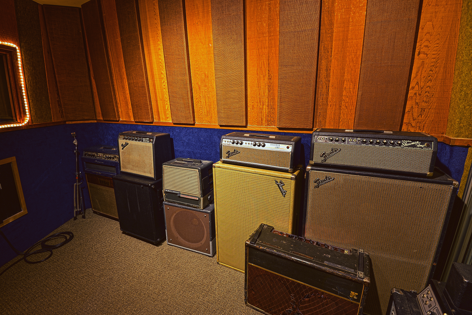 Tricks with amps and acoustic instruments - Boulevard has over a dozen vintage amps and guitars from every era as well as close to 100 pedals and effects. Try tracking guitars in a way that's both creative and economical.