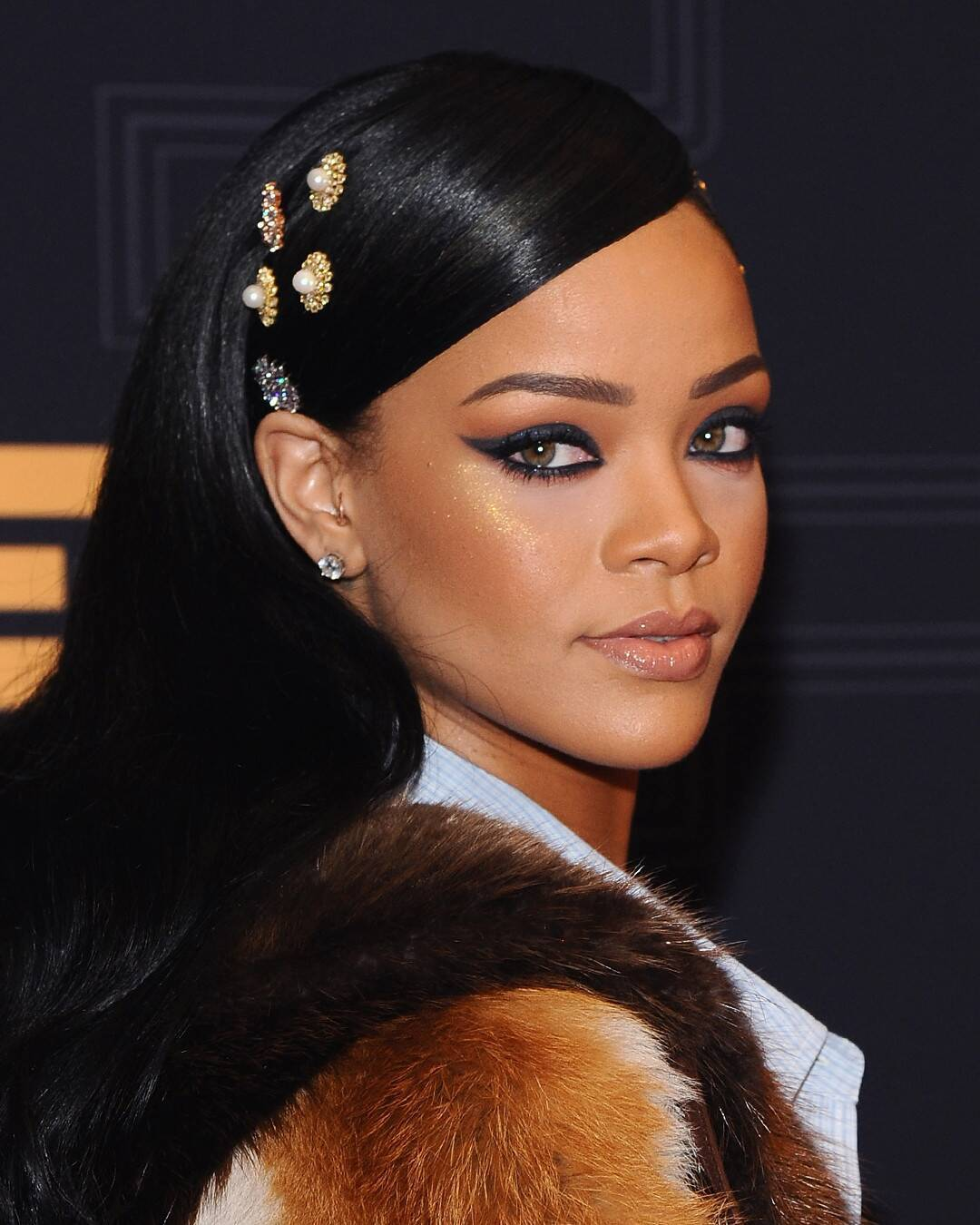 rs_1080x1350-171120153817-1080x135.Rihanna-Hair-Accessories.jl.112017.jpg