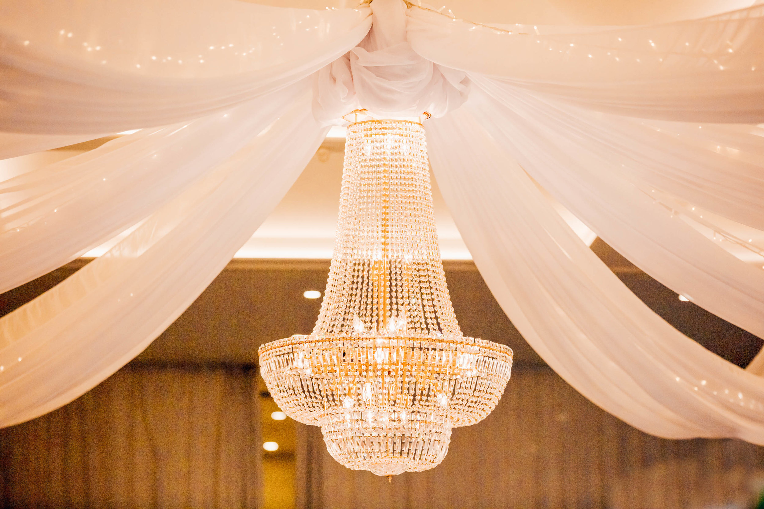 chandeliers to die for melbourne