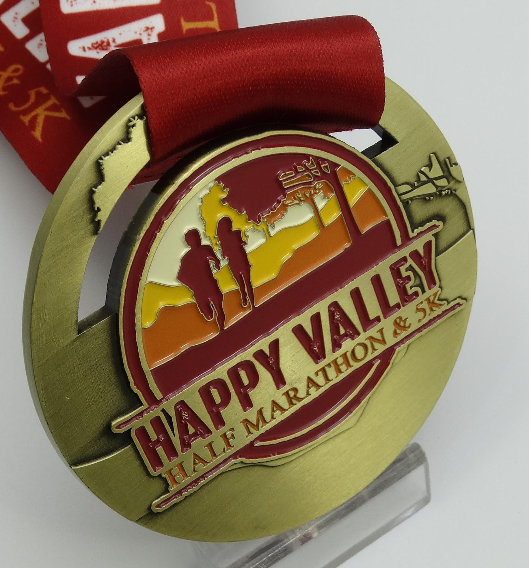 a BEAUTIFAL FINISHER'S MEDAL - All 5k and half marathon finishers can celebrate their achievement with this beautiful medal!