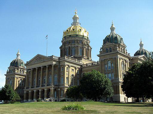 Iowa_State_Capitol_-_panoramio.jpg