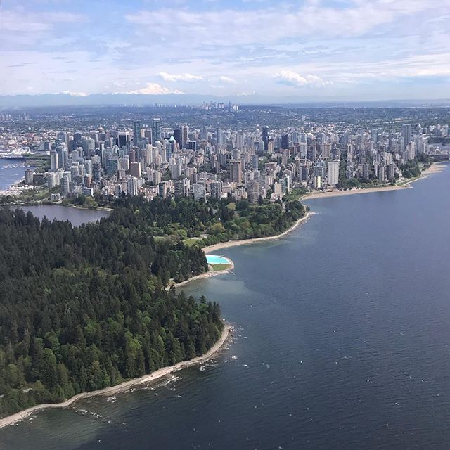 Some days I can't believe I get to live here 💕 _ #vancouverisawesome #vancouver #beautifulbc #harbourair #landscape #earthpics #landscapelovers #getoutside #goplayoutside #stanleypark #arialview #planepics