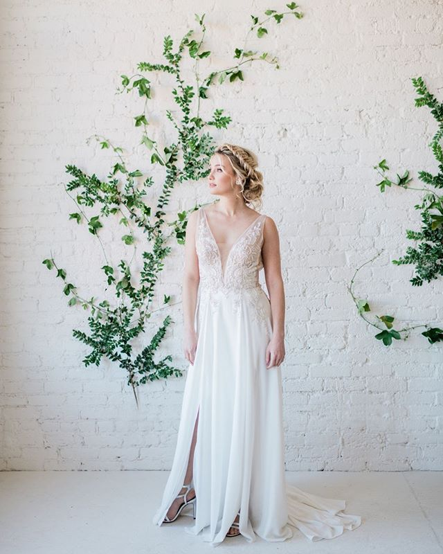 I have a question for you about your WEDDING GOWN!  What did/will you do with it after your wedding day?  Keep/Preserve?  Sell/Donate?  Trash the Dress session? ⠀⠀⠀⠀⠀⠀⠀⠀⠀ Mine's hanging in my closet upstairs... 🤷🏻‍♀️ • • • •  Photo: @janetlinandersen  Planning & florals: @chloenicoleweddings  Dress: @weddingswithjoy  Make up: @beauty_by_pearl  Hair: @hair_bymaddy  Cake: @siftandgather  Stationery: @elizabethlovespaper  Model: @danamariemctv