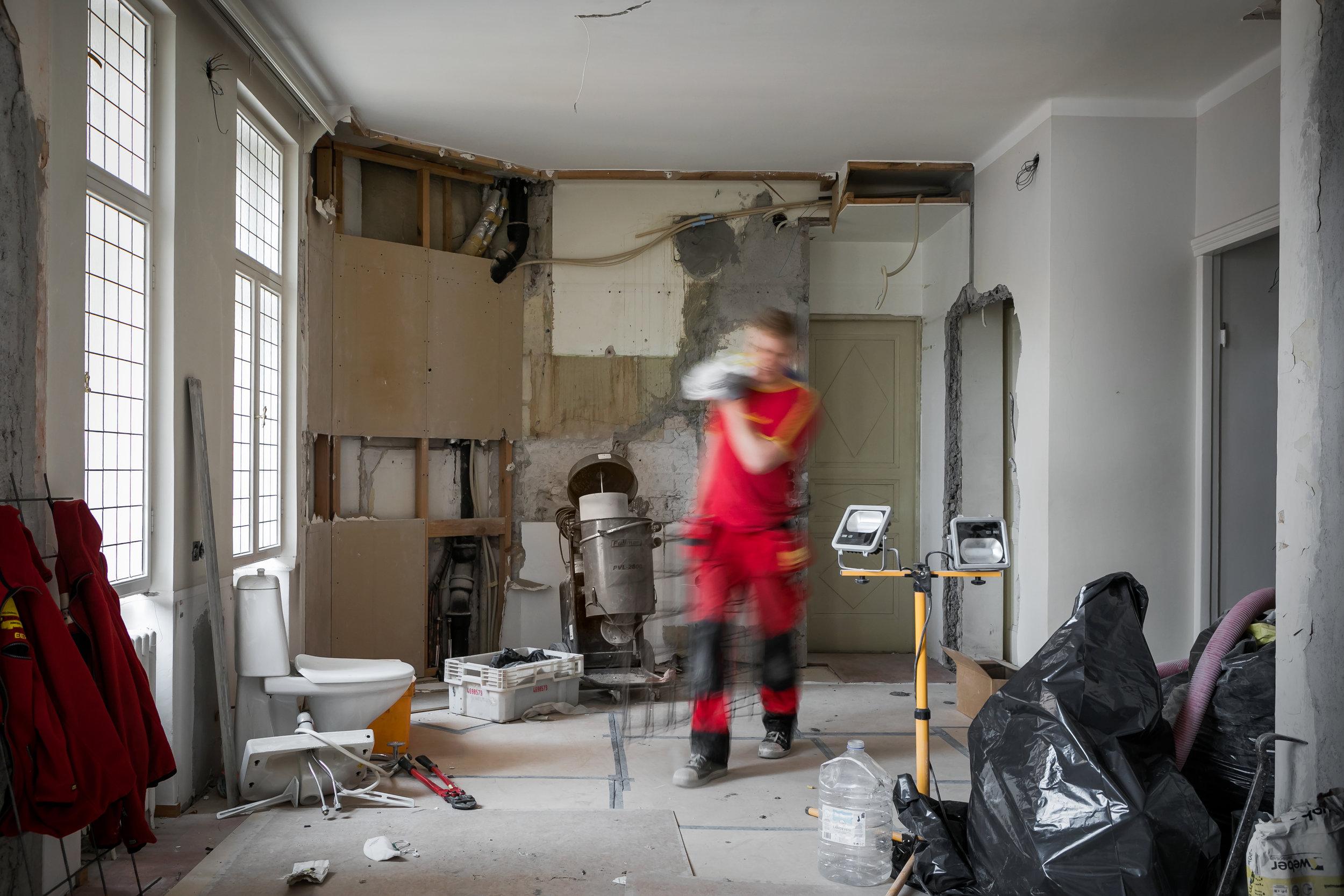 Remontit & korjaukset - Olipa kyseessä keittiöremontti, märkätilojen saneeraus, vanhan lautalattian hionta tai erikoisosaamista vaativa entisöintiprojekti koko tilaan, meiltä saat kaikki remontointiin liittyvät palvelutMeiltä saat luonnollisesti myös putki-, sähkö- ja muut erikoisalojen osaajat kohteeseesi.