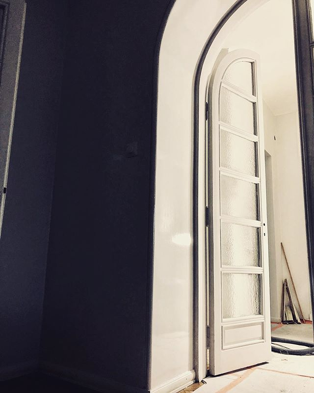 This is how doors and surroundings are beautifully and correctly painted. Getting ready soon.  _ #interiors #architecture #renovation #painting #luxuryhomes #apartment #työmaa #remontti #hemrenovering #inredning #scandinaviandesign #ekmanremonttijamaalaus