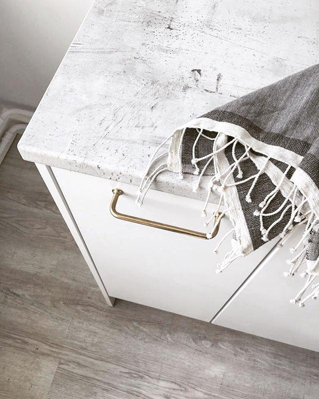 Scandinavian vibes for investor's property. Project checked ✔️ Thank you again @blauinterior for the kitchen. You rock.  ____ #scandinavianstyle #whitekitchencabinets #kitchen #kök #keittiö #cucina #küchen  #interiors #inredning #tilasuunnittelu  #blauinterior #ekmanremonttijamaalaus #helsinkiinteriors  ___ PS. Tea towel can be found @nest_factory  PPS. 📷 @the_wilder_side_of_life