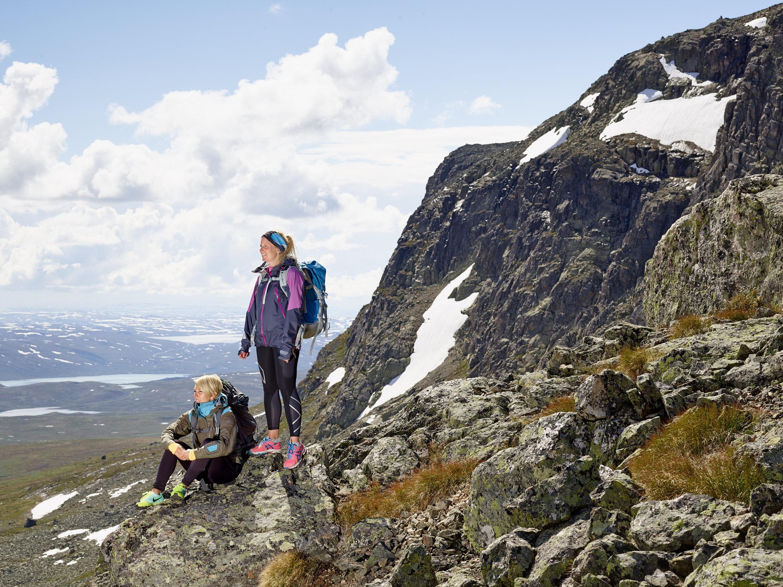 utsikt-hardangervidda-hallingskarvet-nasjonalpark-prestholtstien-vandring-geilo-sommer-emile-holba.jpg