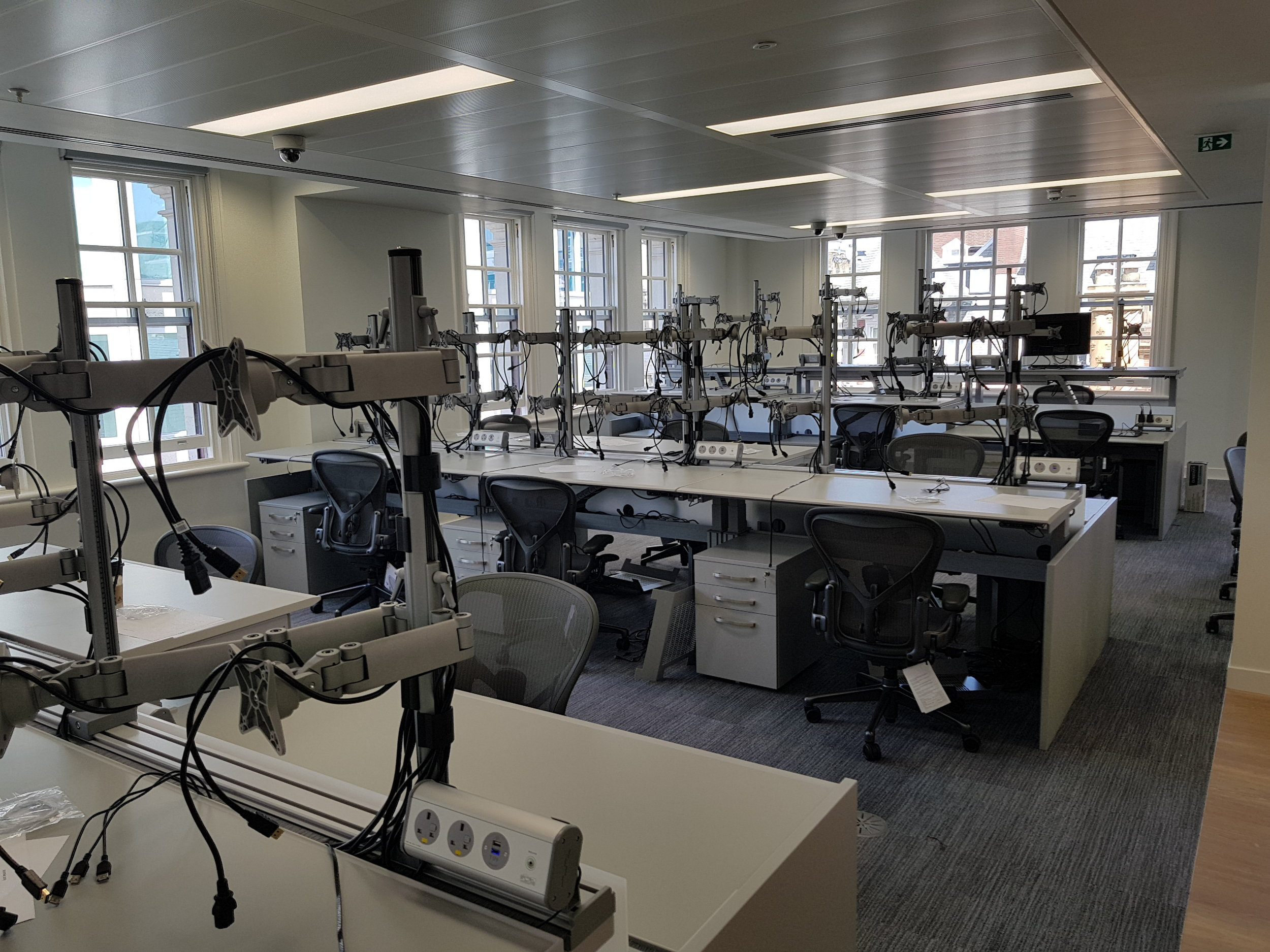 Continuum Trading Desks with SmartArm and Technology Links units
