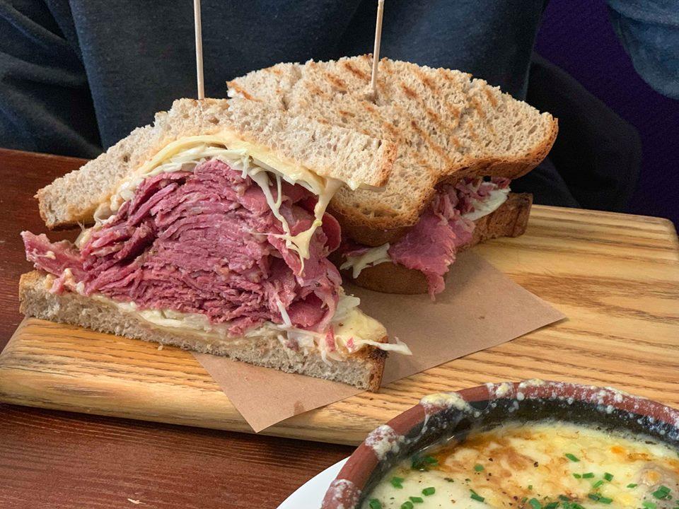 Reuben сандвич