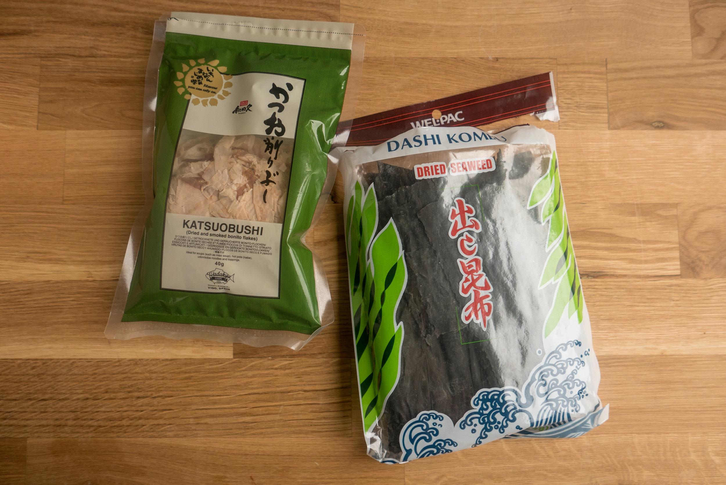 Сушена и пушена риба katsuobushi, сушени водорасли Kombu