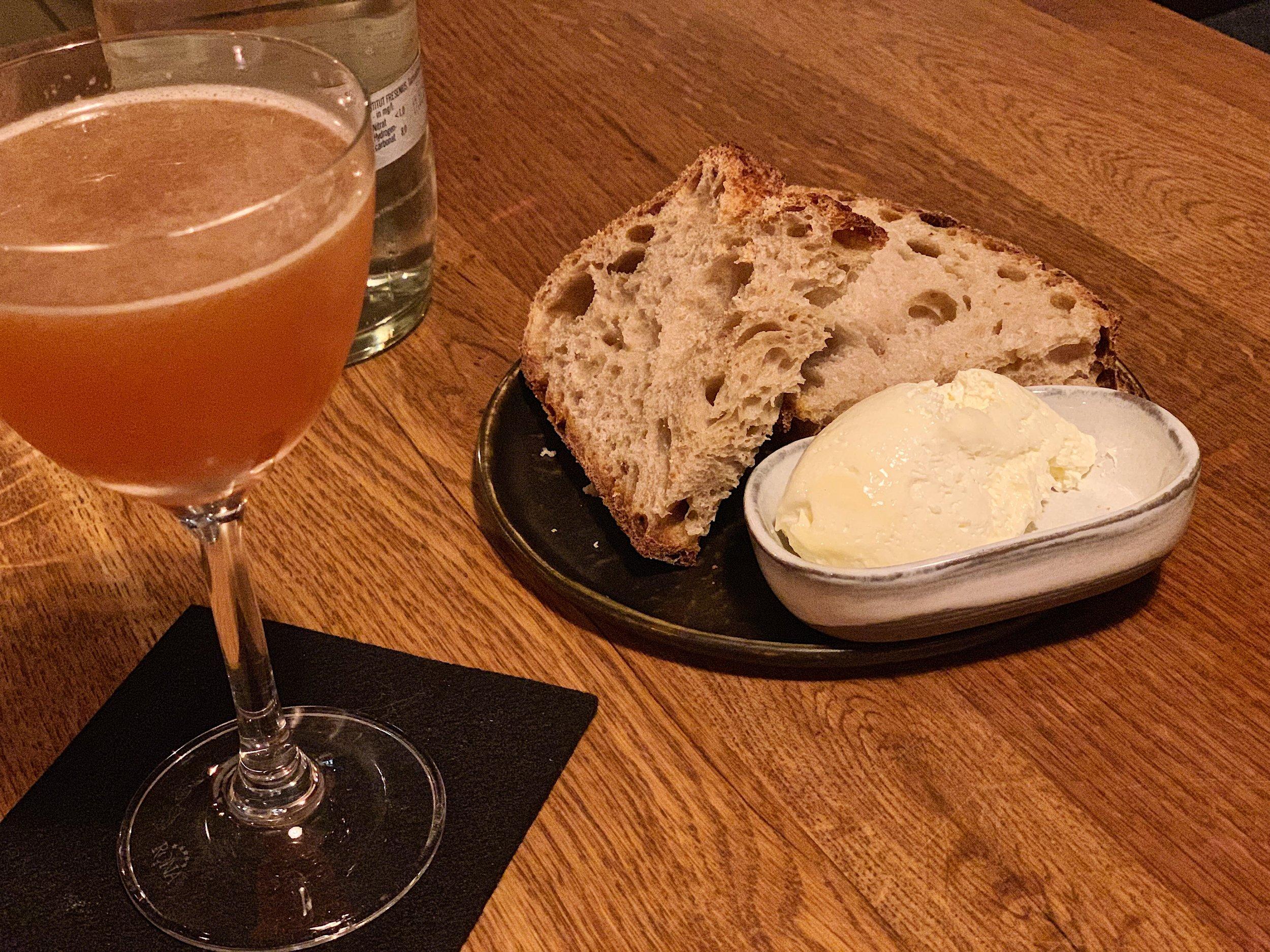 Въпросният коктейл с абсент и малко качествен хляб с квас