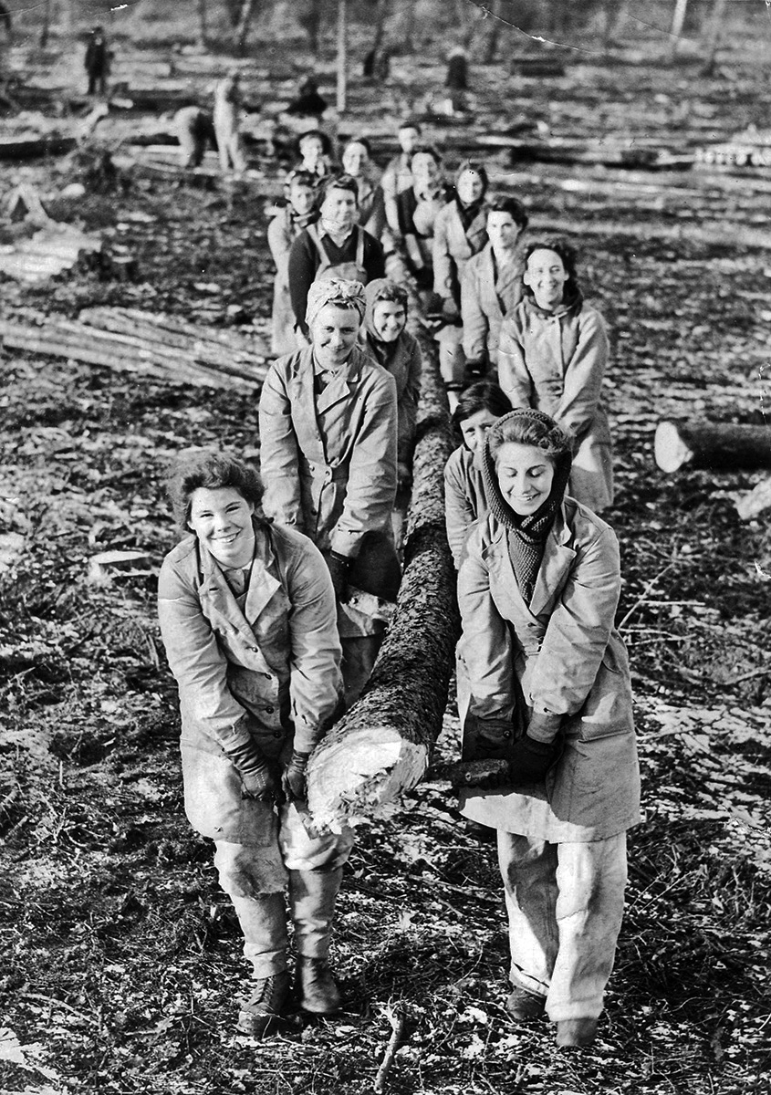 Members of the Women's Timber Corps, 1940