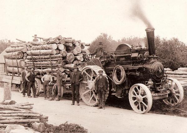 Traction engine hauls logs, 1925