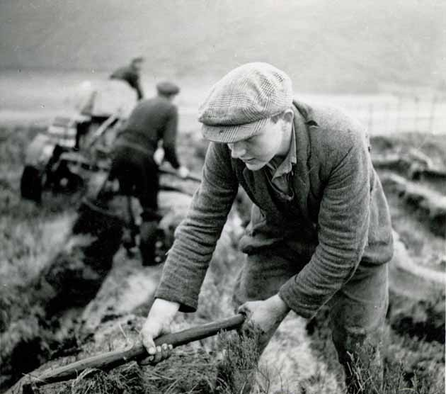 Worker with 'heugh', 1944