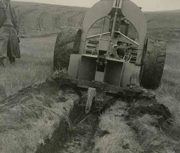 Turf-cutting plough, 1946