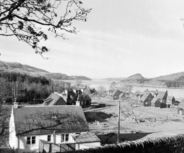 Achnamara houses by the lochside